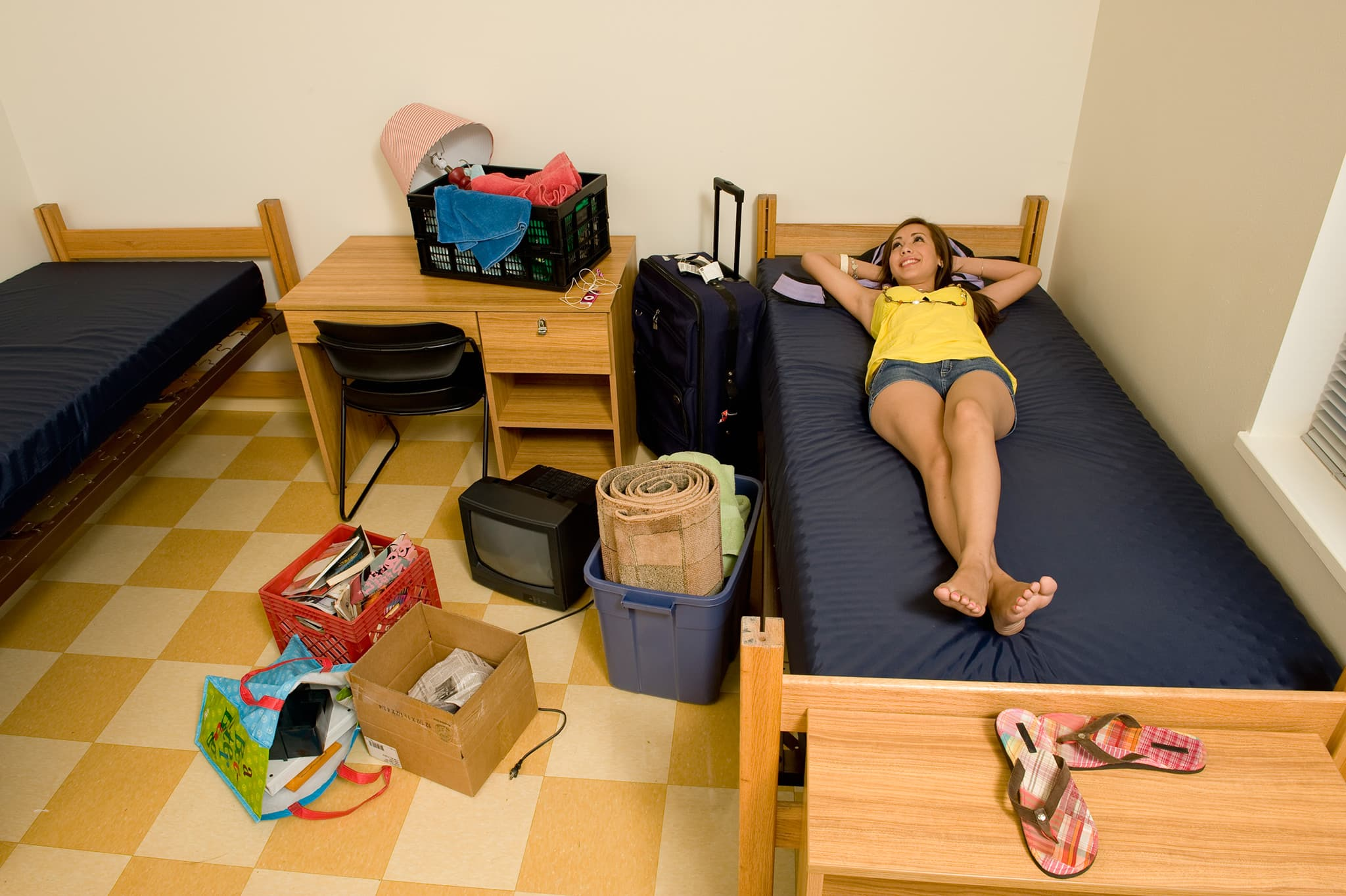 Picture of: Here Are 5 Things You Absolutely Shouldn T Bring To A College Dorm