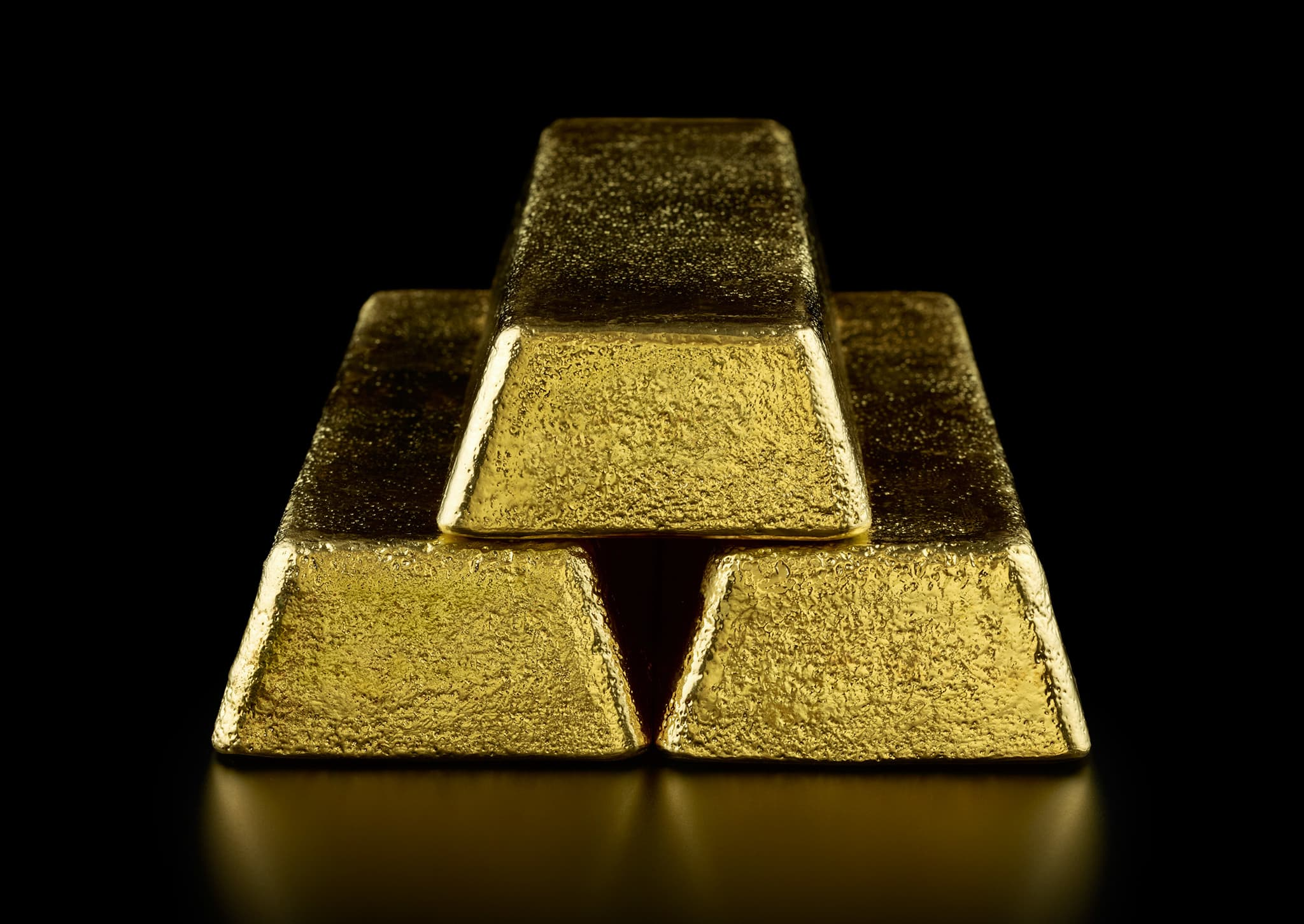 Gold falls from one-week high on robust US data