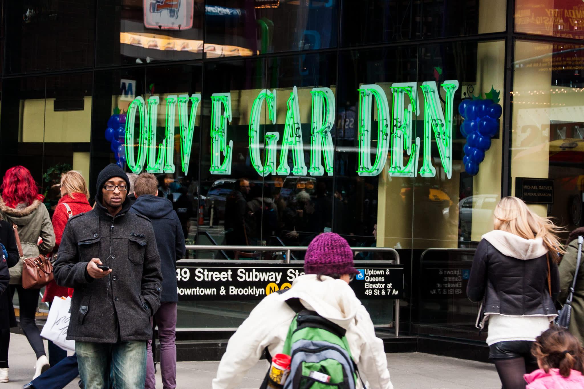 Stocks making the biggest moves premarket: Darden Restaurants, BlackBerry, Salesforce and others - CNBC
