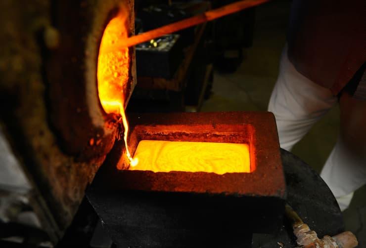 Reusable: gold liquid mold