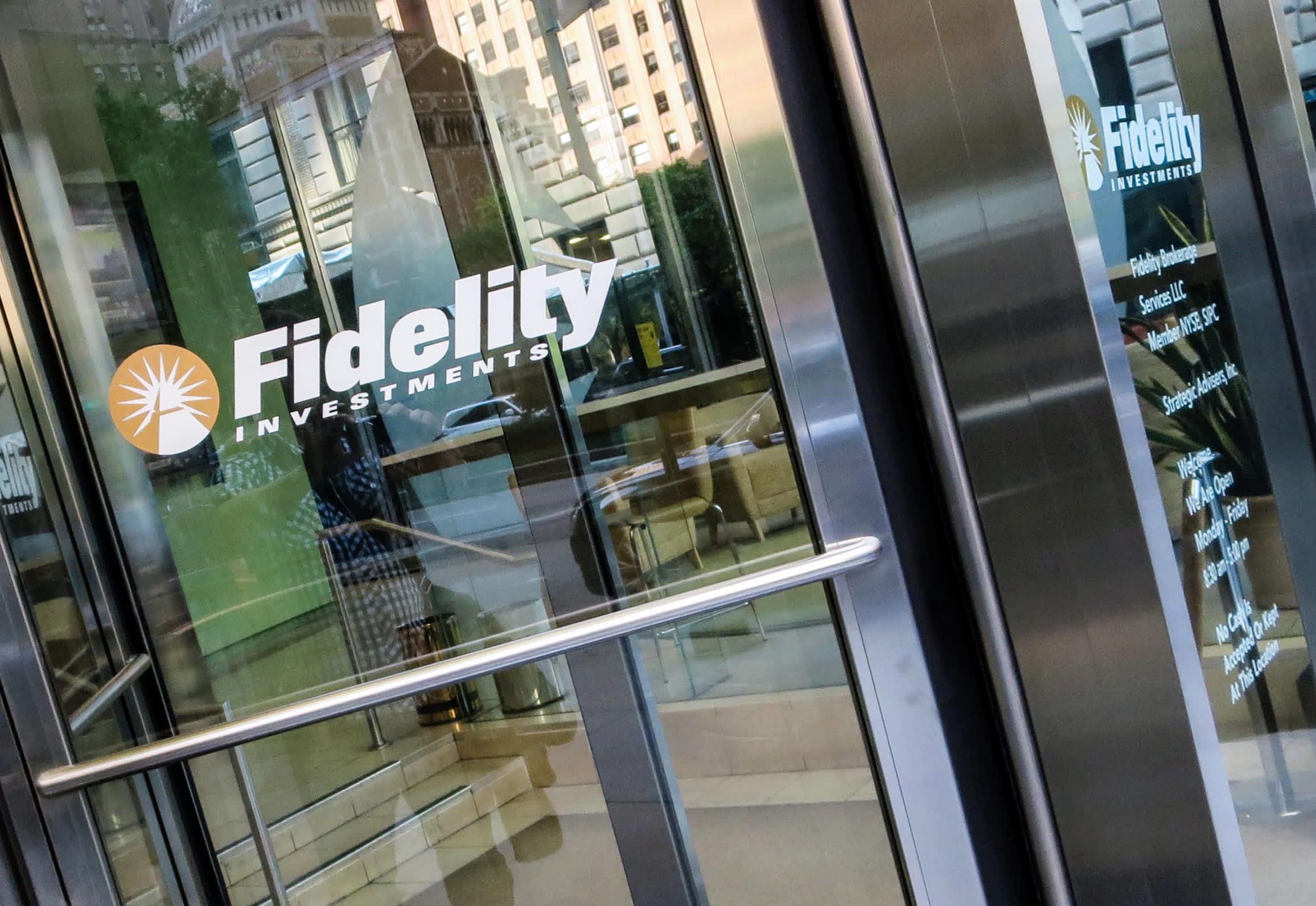Fidelity joins the stampede to eliminate fees for online trading