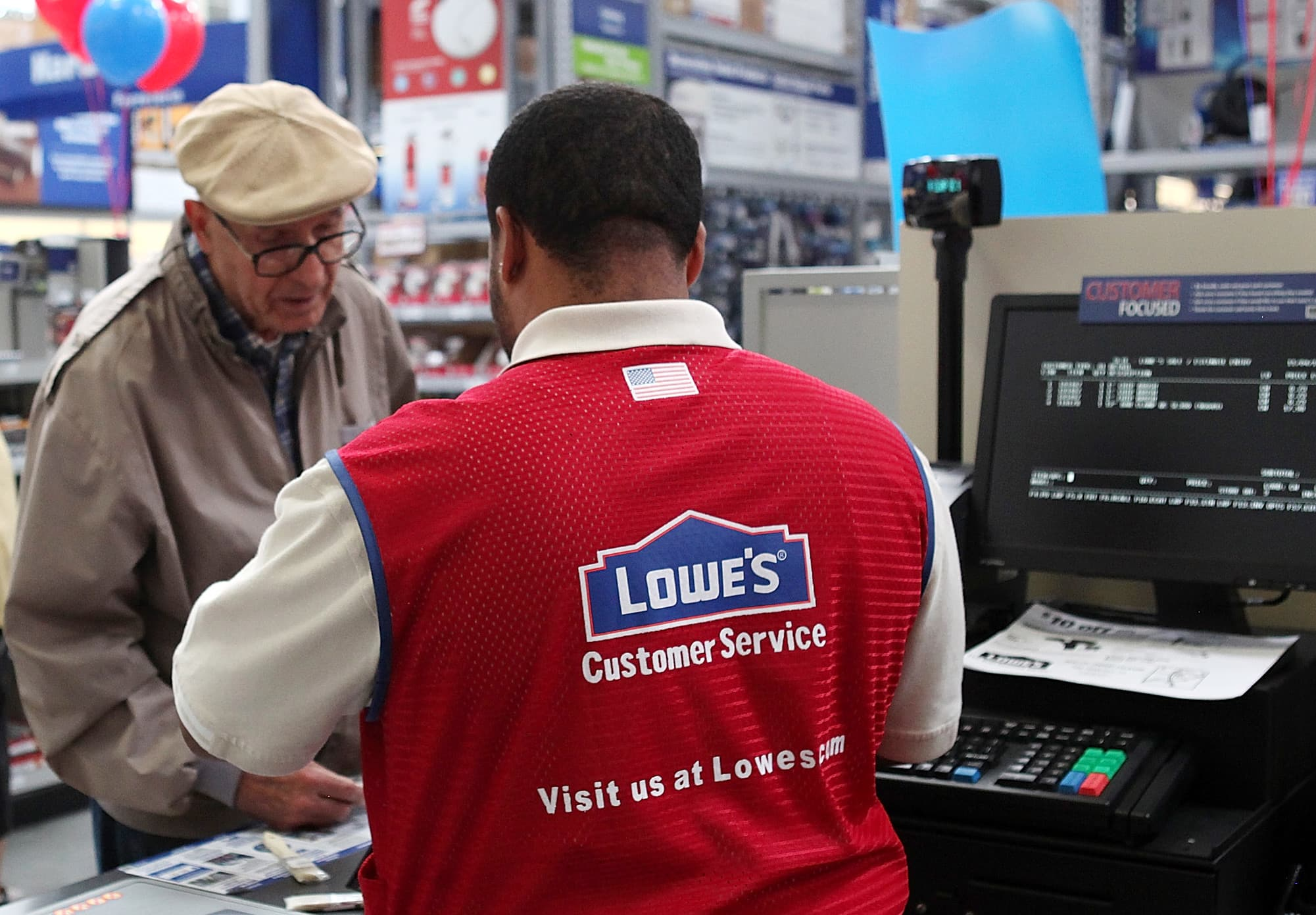 Lowes Employee Benefits >> Lowe S To Give Some Employees Bonuses Expands Benefits Due