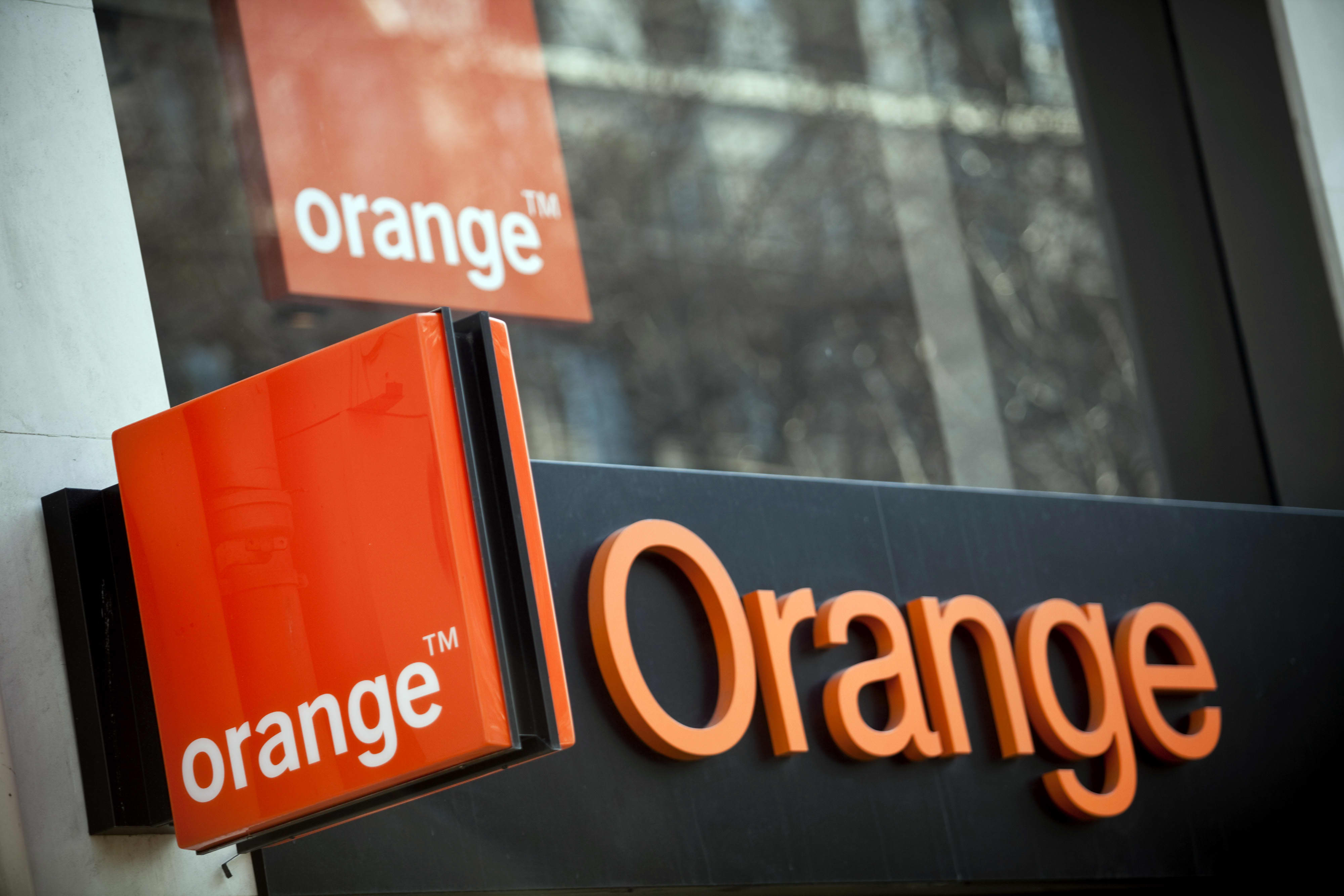 France's Orange plans to set up European mobile mast company