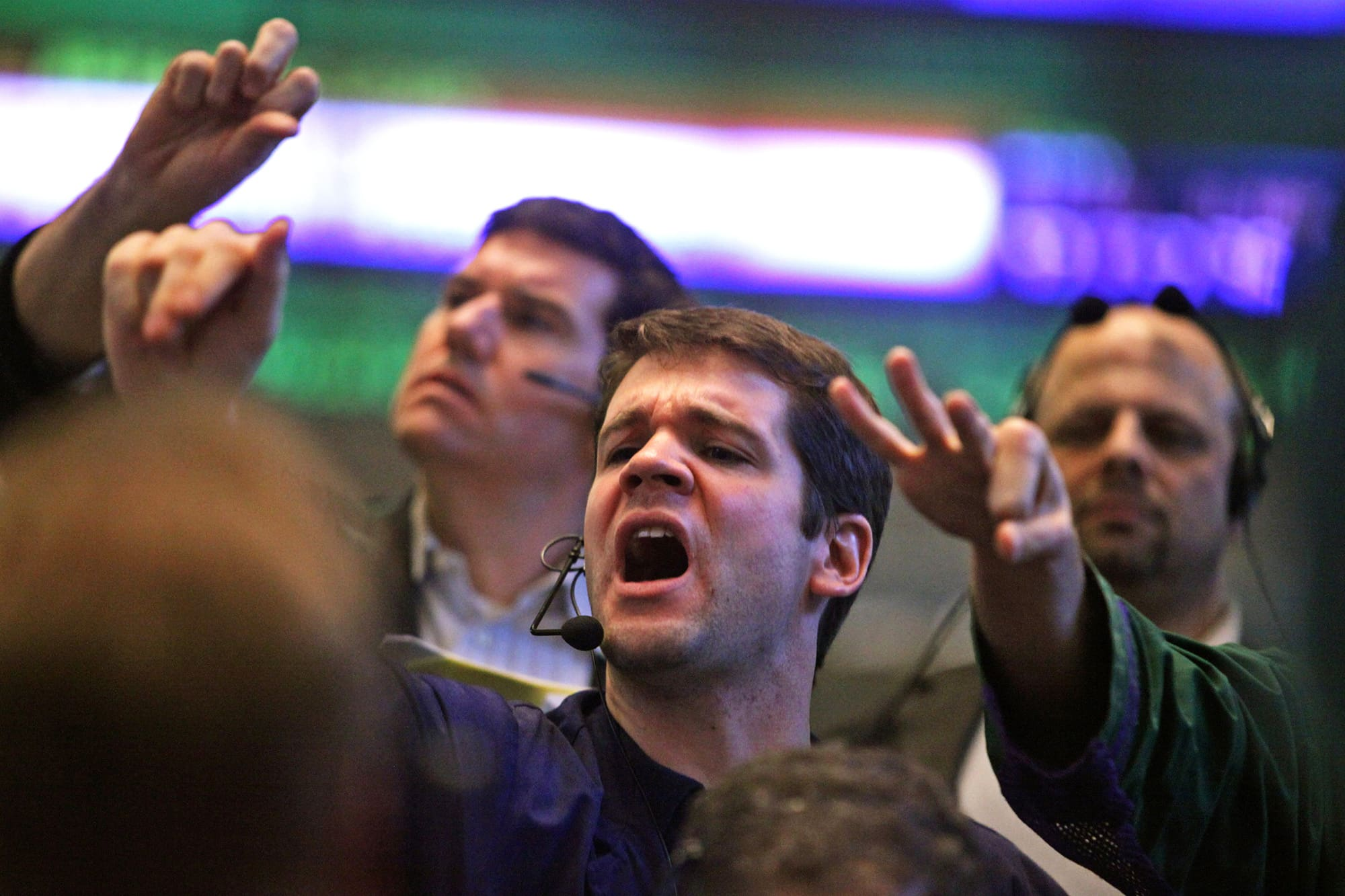 US 30-year bond yield falls to record low, threatens to break below 2%