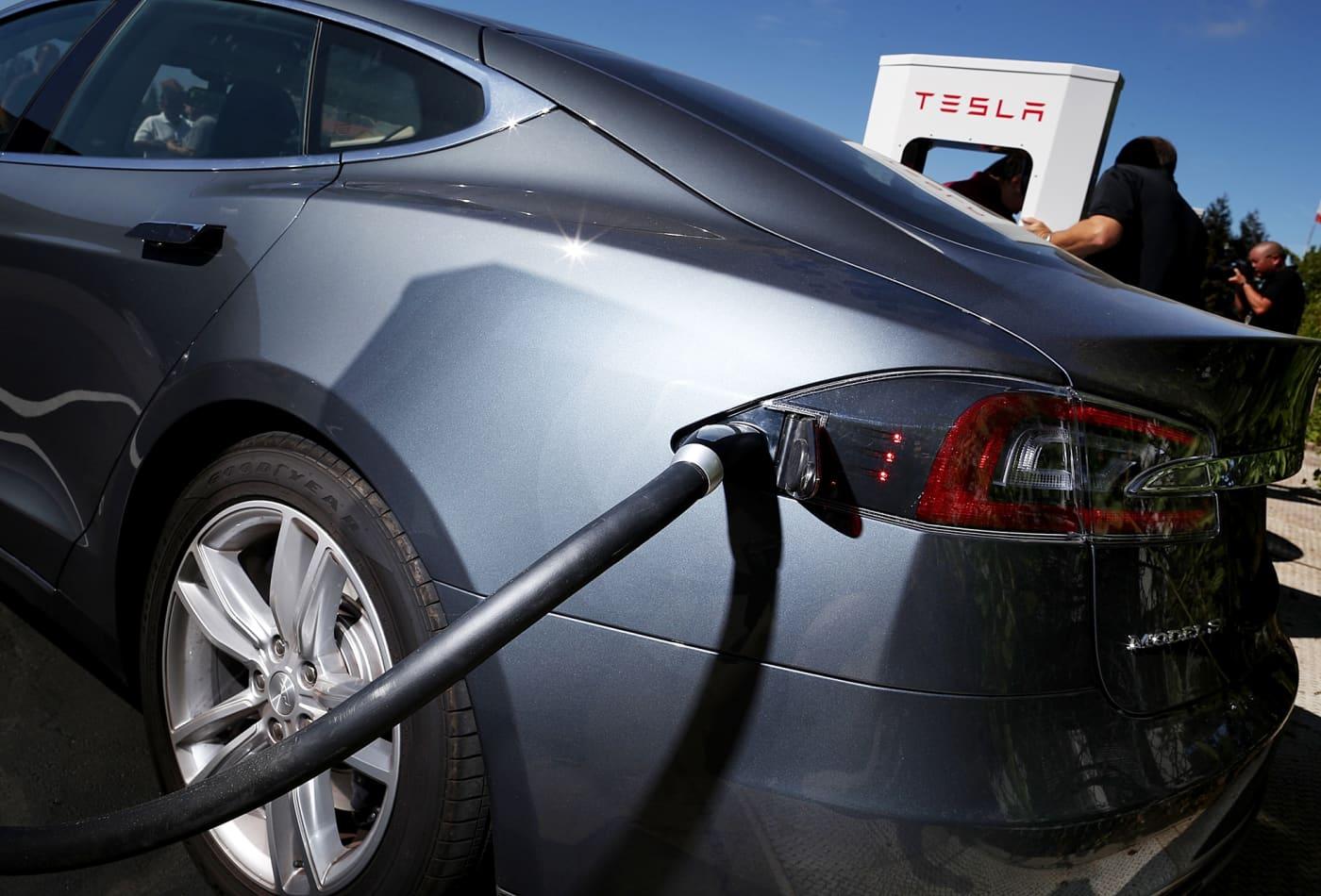 Jim Cramer calls Tesla a 'tech company,' says 2020 is its 'breakout year'
