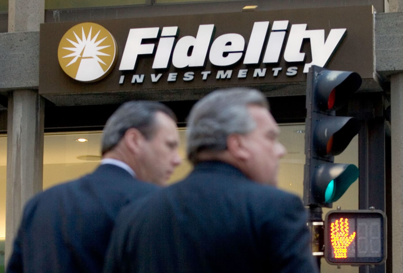 Fidelity says some clients are 'experiencing technical issues' amid 800-point Dow plunge