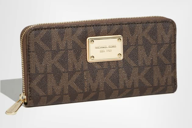 1fa8b0c88237 Reusable  Michael Kors  Jet Set - Signature  Zip Around Wallet