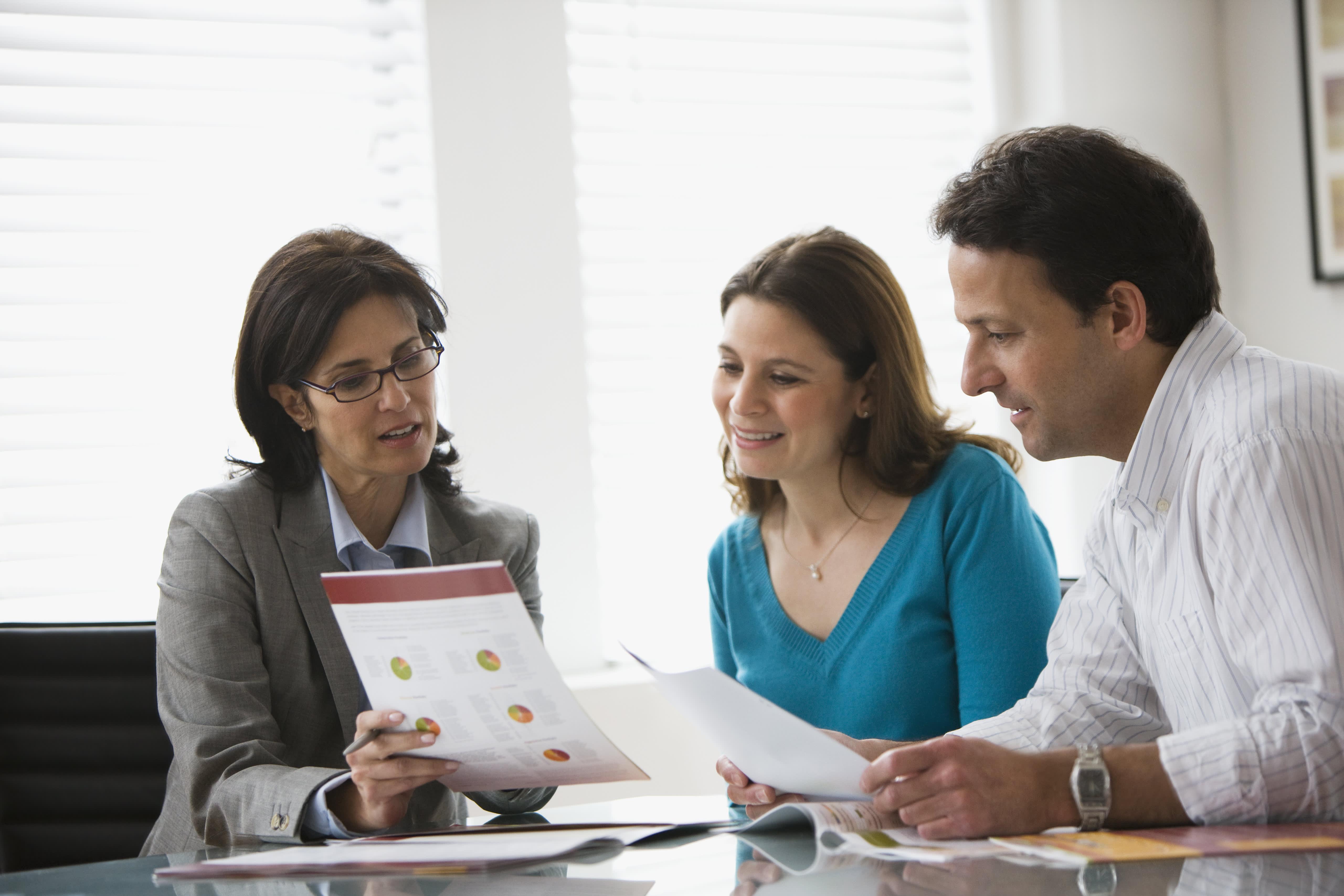 finra licensed financial adviser - HD5122×3415