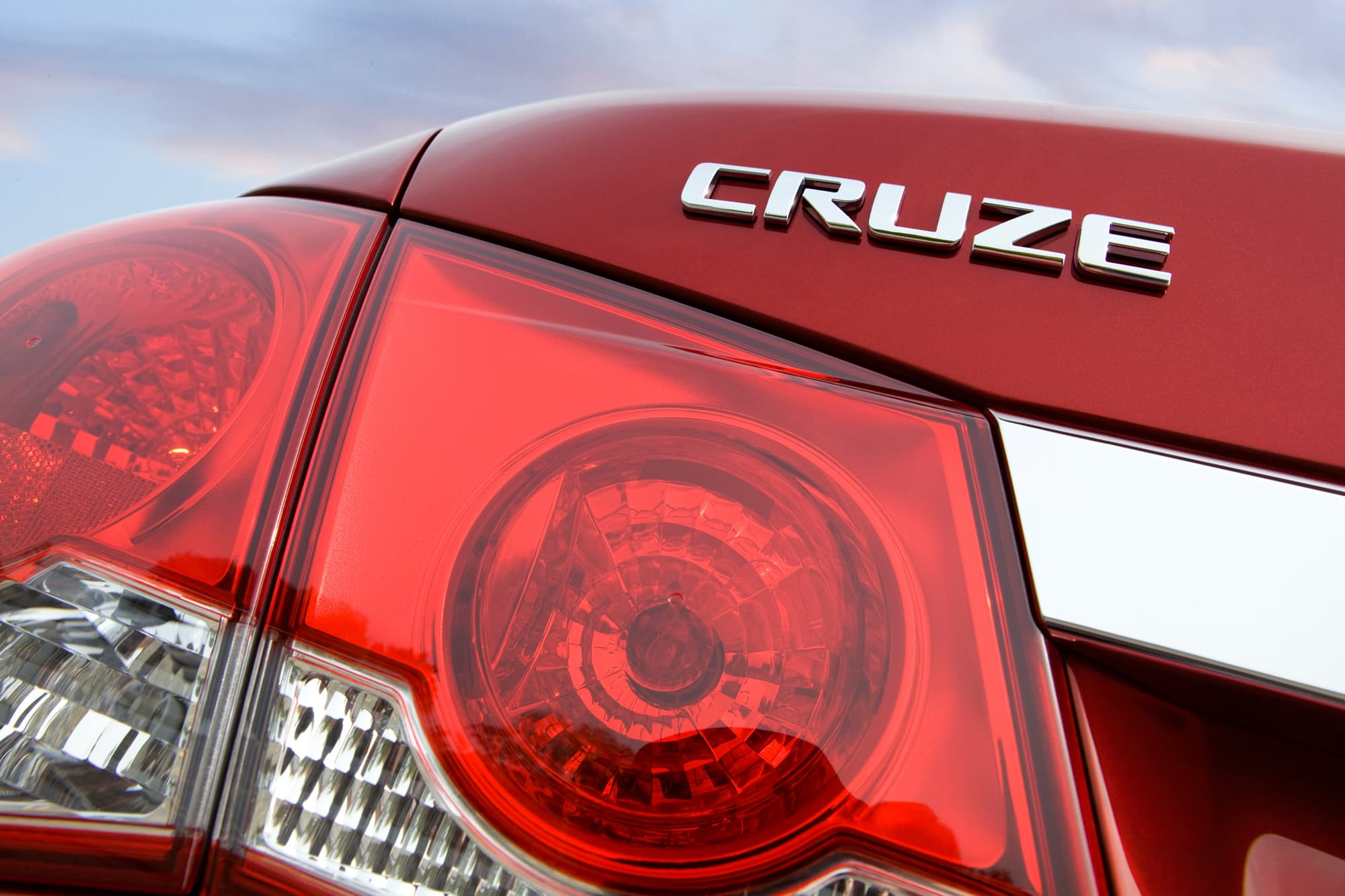 GM stops selling certain Cruze small cars, gives no reason
