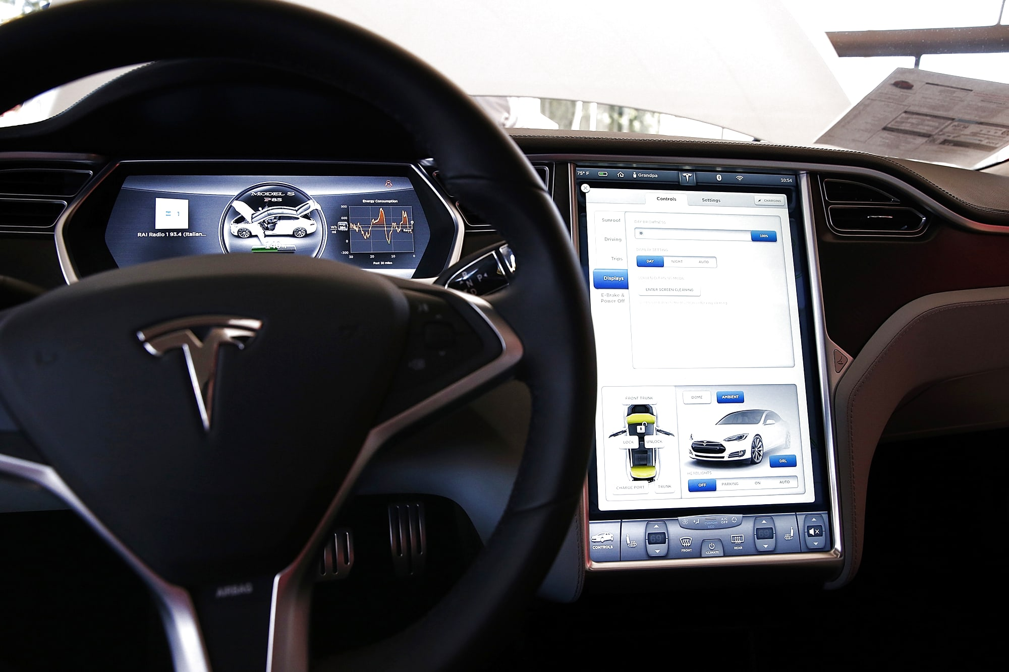 Tesla's plan to leave the auto industry behind on in-car infotainment
