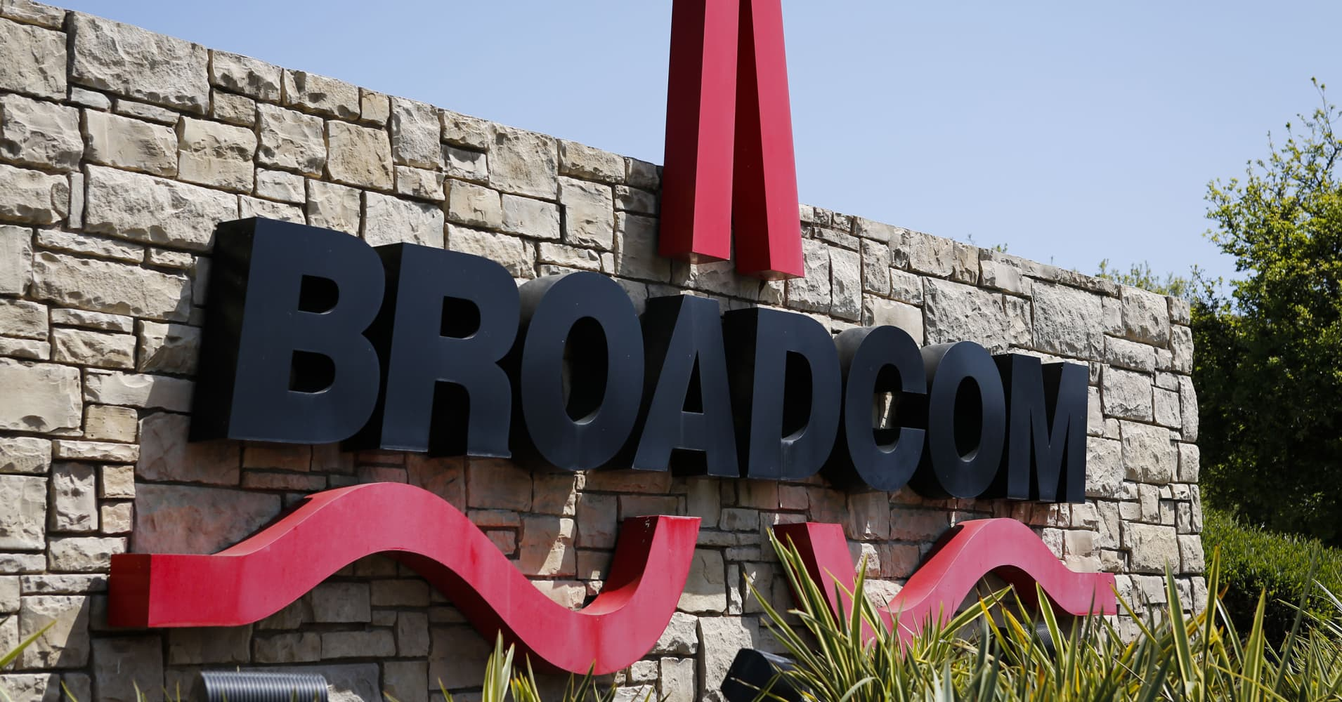 Broadcom is in talks to acquire Symantec