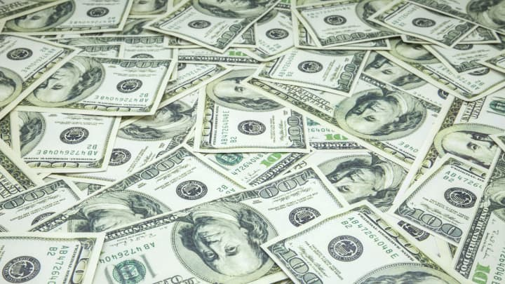 Dollar slips for third day as bears ignore US inflation data