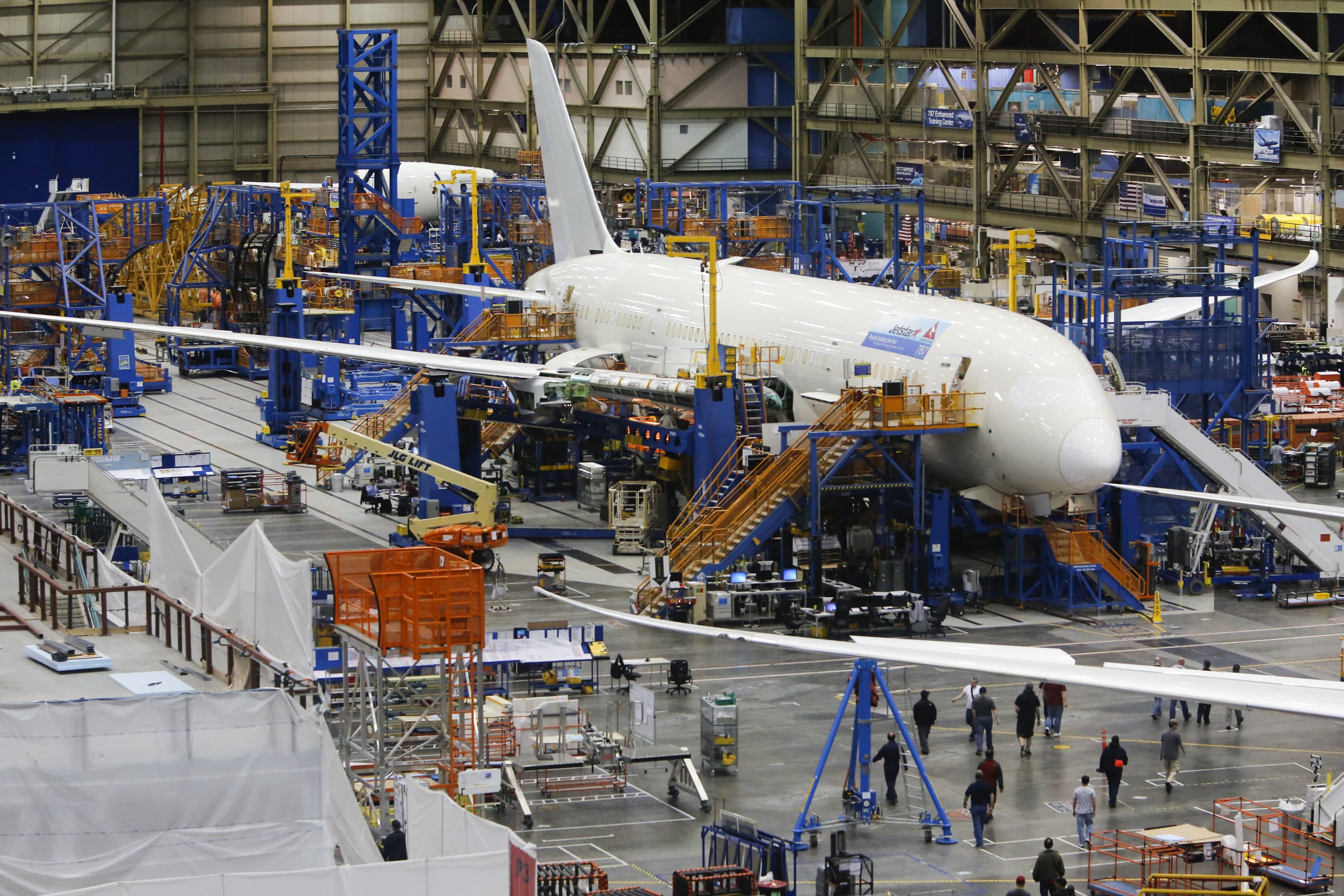 House Democrats urge Boeing to take federal aid as plants shut down