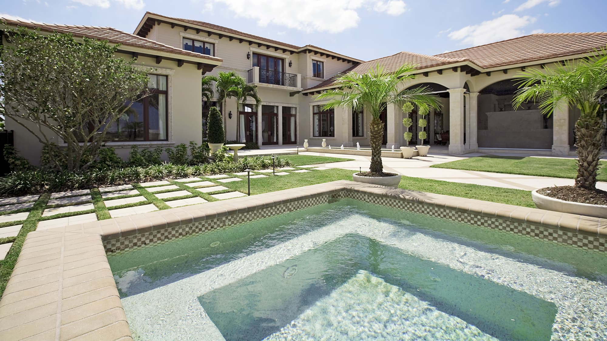 Luxury home sales see biggest slump in nearly a decade 1