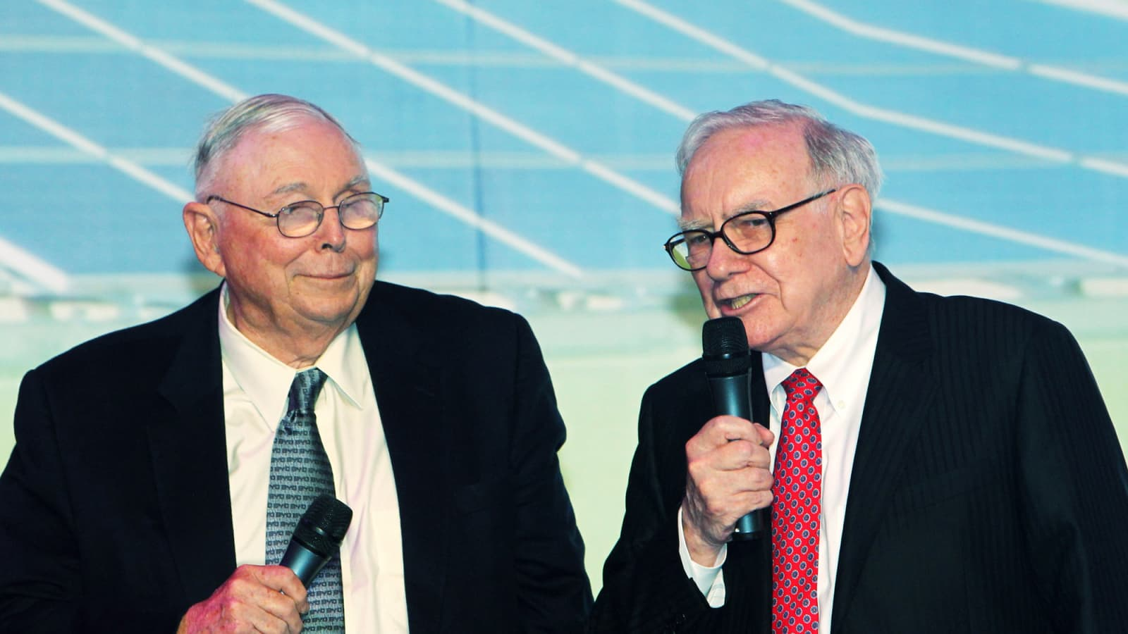 Billionaire Charlie Munger praises this 1 skill of Warren Buffett's