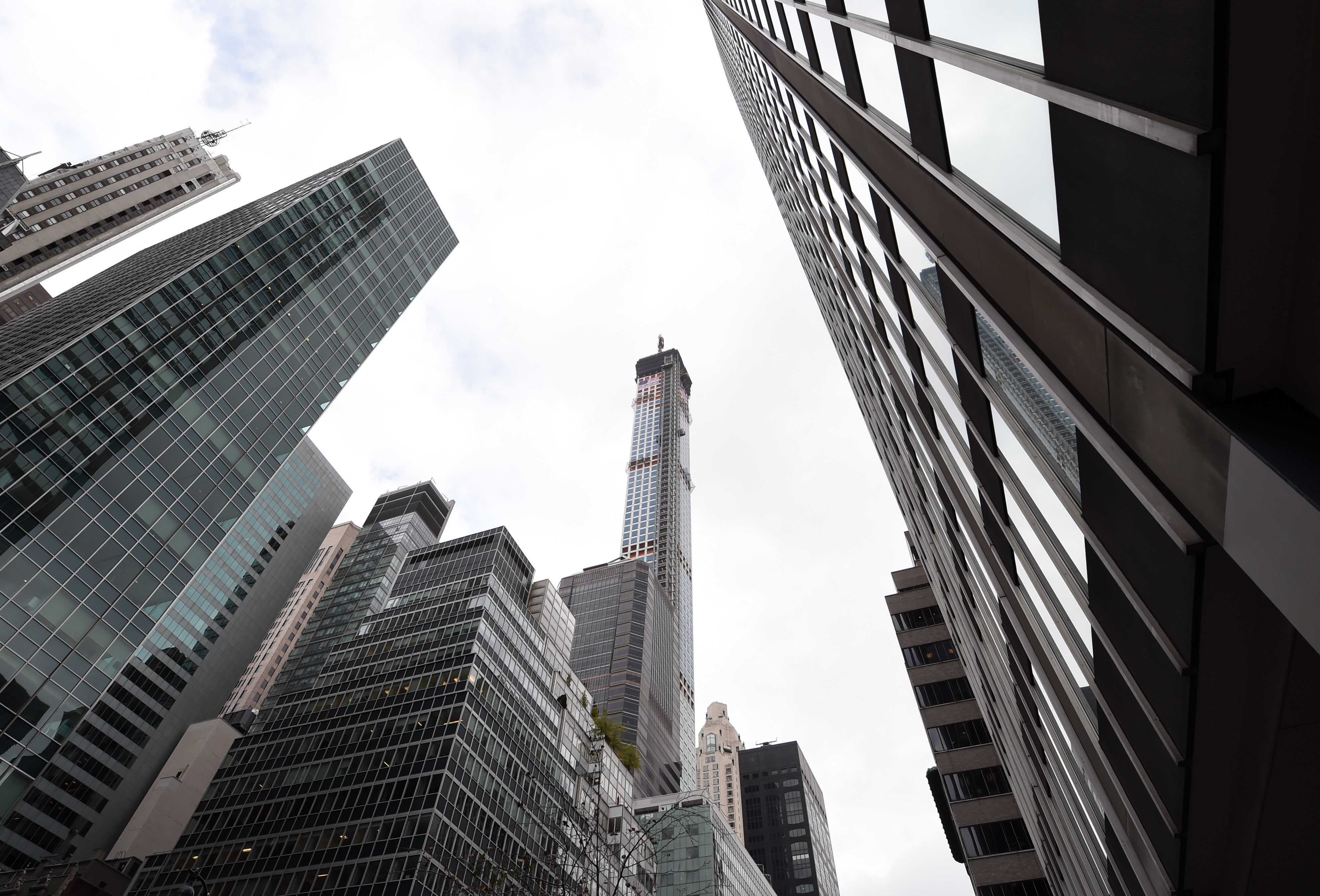 Manhattan real estate deals plunge 84% in May amid coronavirus, protests