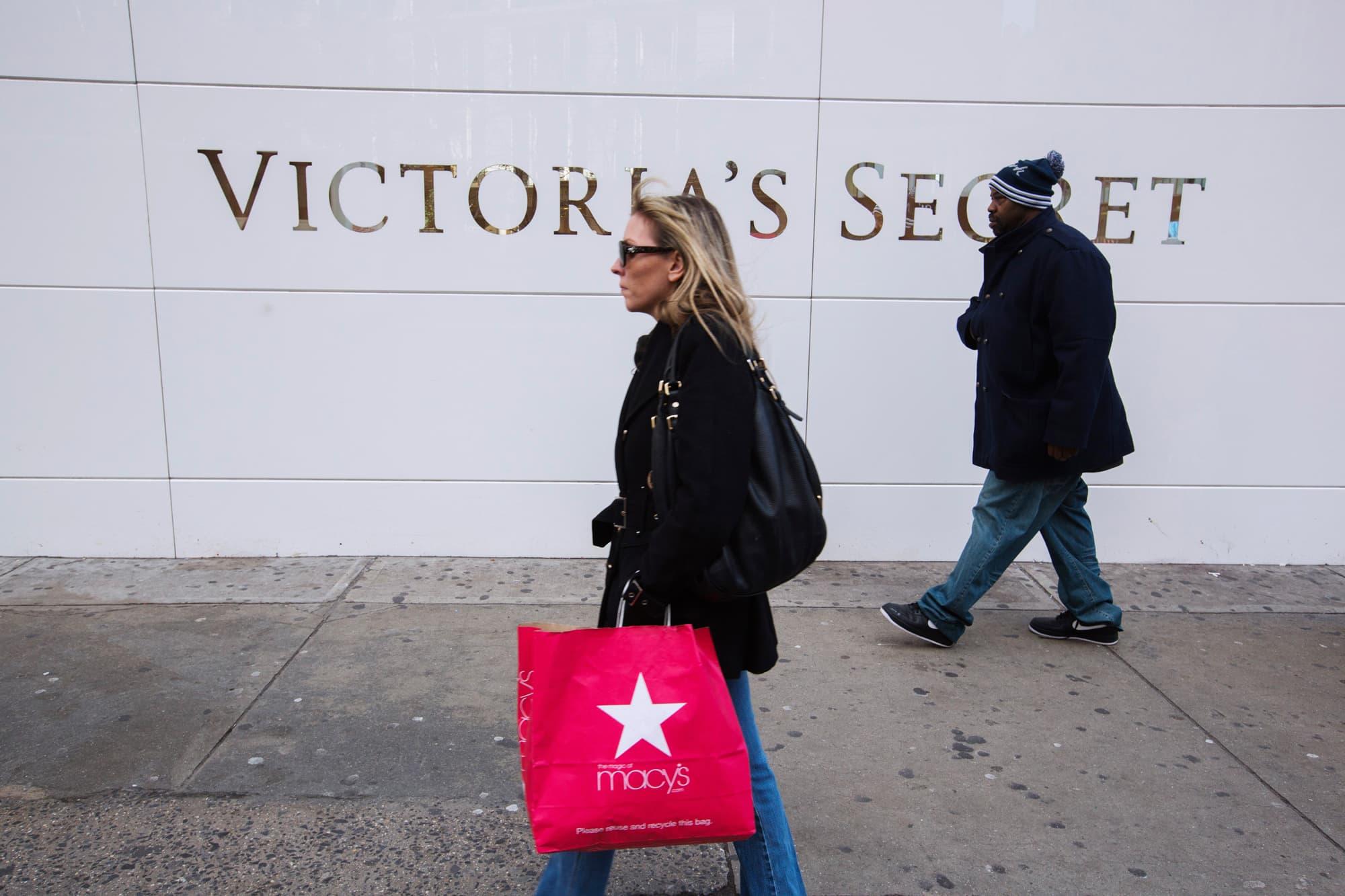 Reusable: Victoria's secret store people walk by