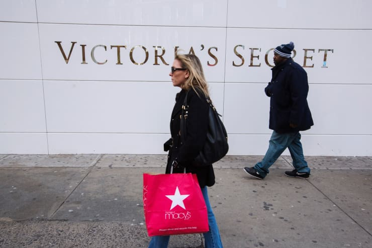 Reusable: Victoria's secret store people walk by