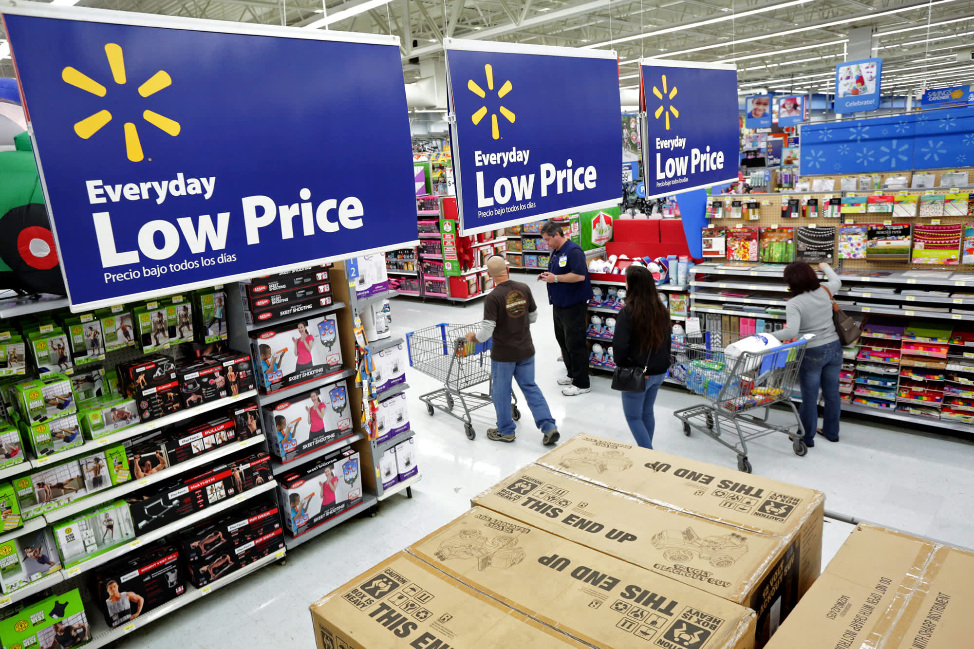 ec0e303ced4 Wal-Mart launches new front in US price war