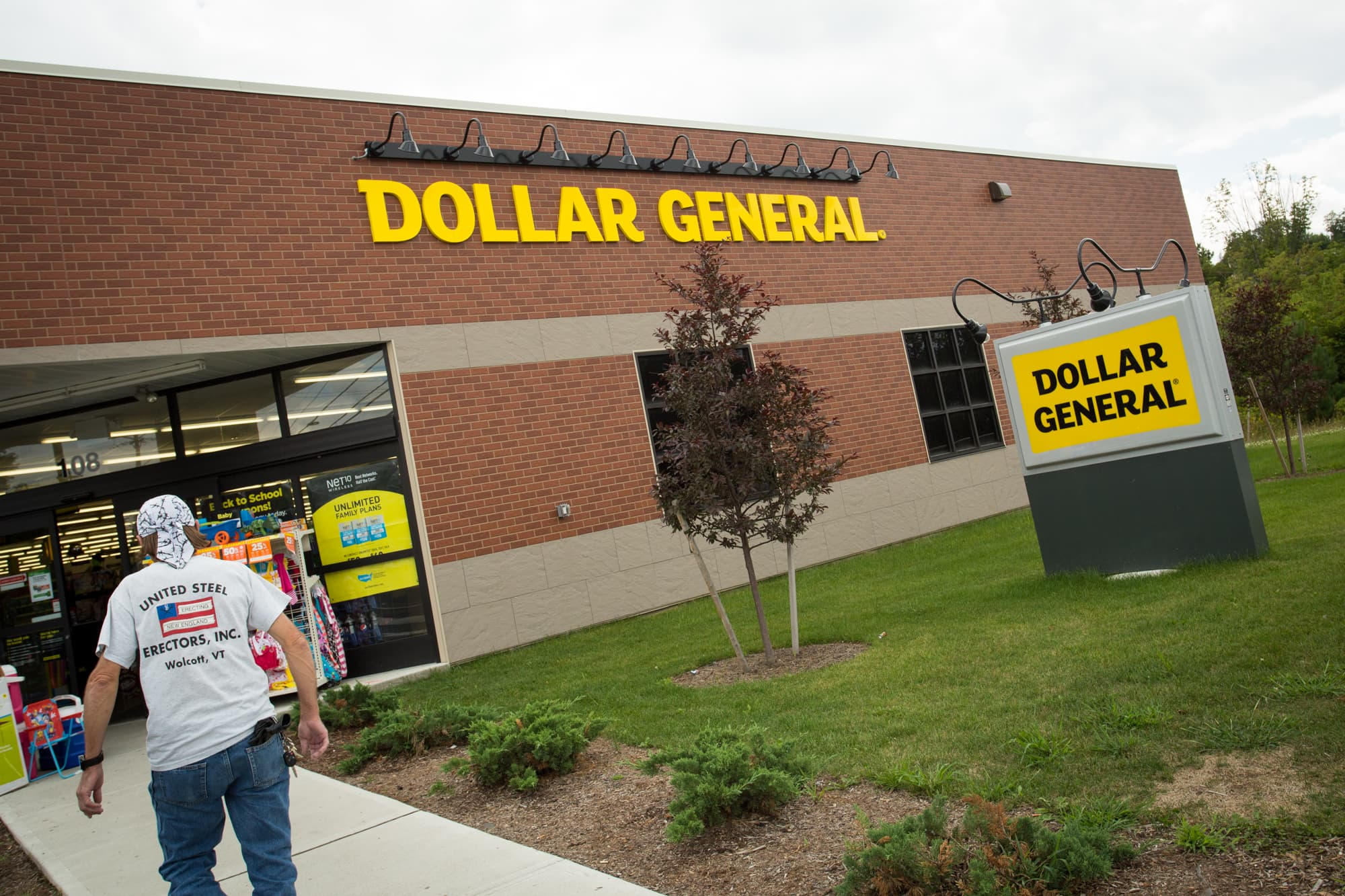 New merchandise, revamped stores drive Dollar General forecast, shares up 8%