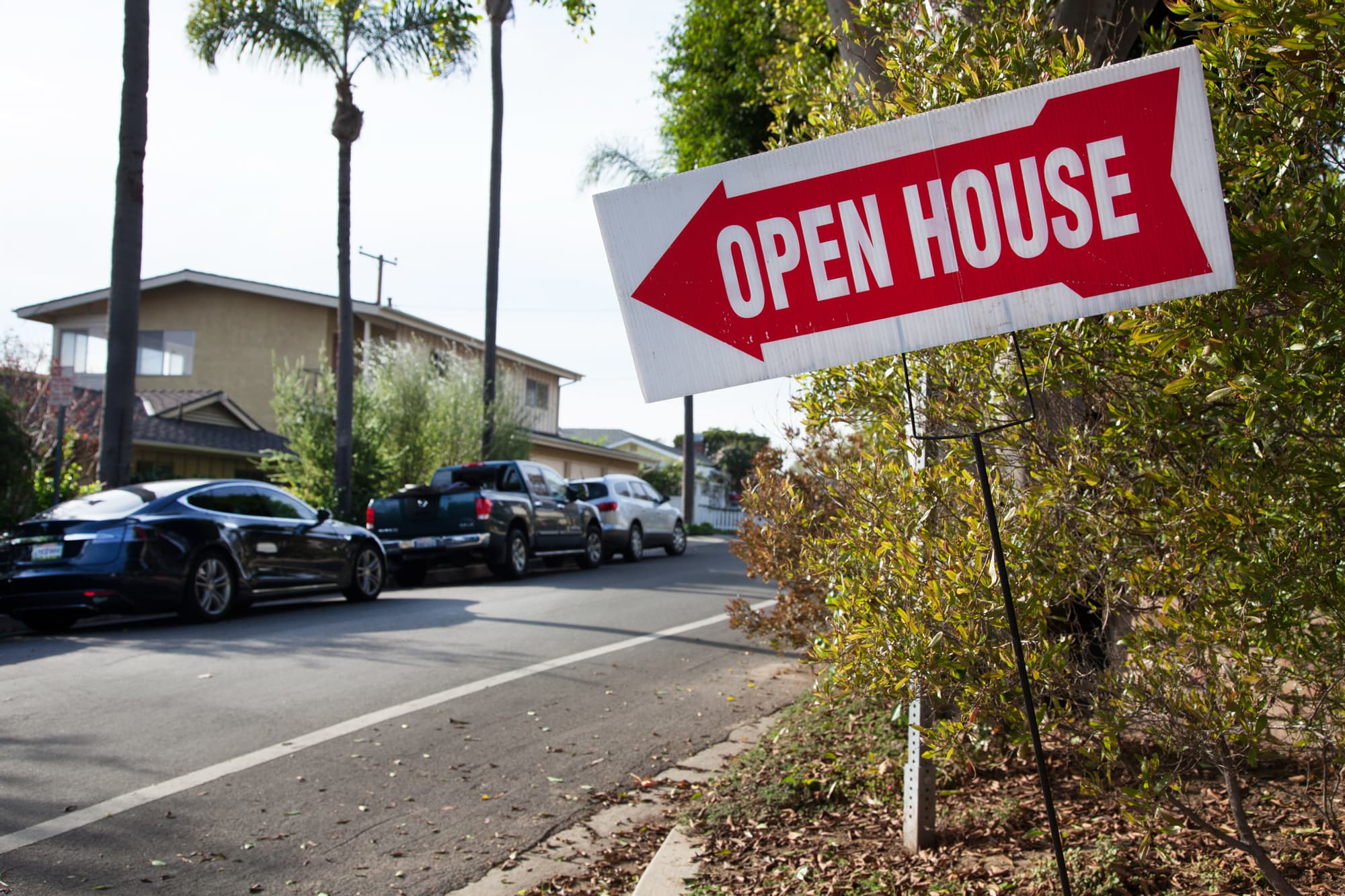 A slight drop in mortgage rates didn't stop the bleeding in refinances