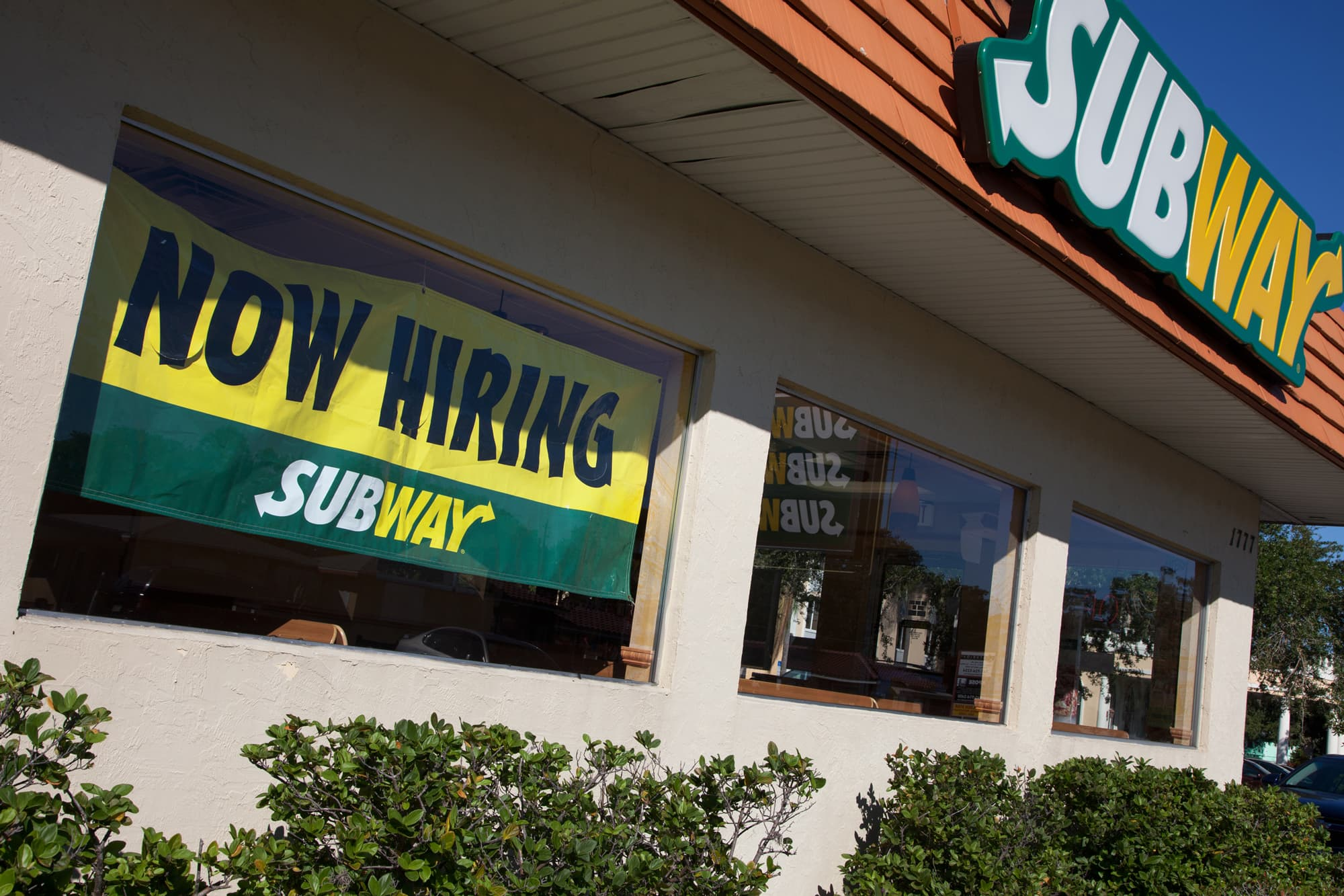 Subway franchisees to hire 50,000 workers as $5 footlong deal comes back