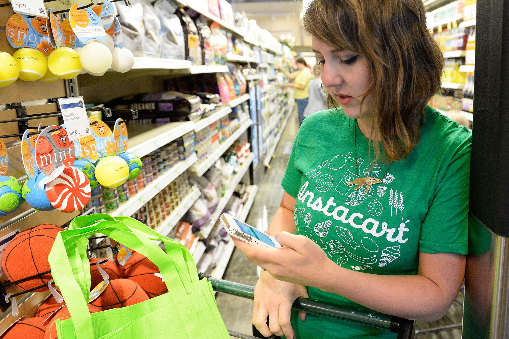 Walmart Sam's Club signs grocery delivery deal with Instacart