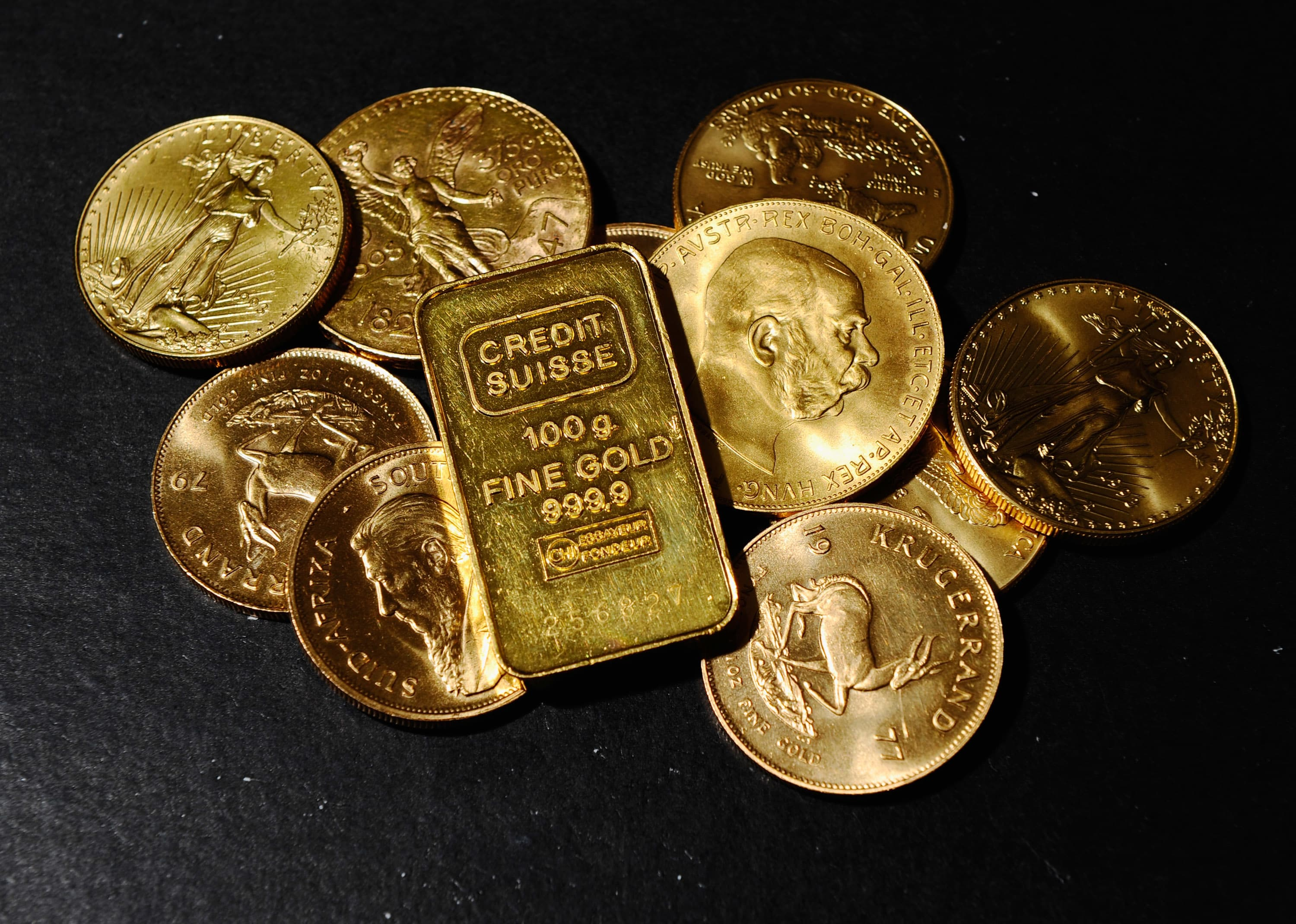 Gold retreats from 2-week peak as investors lock in profits