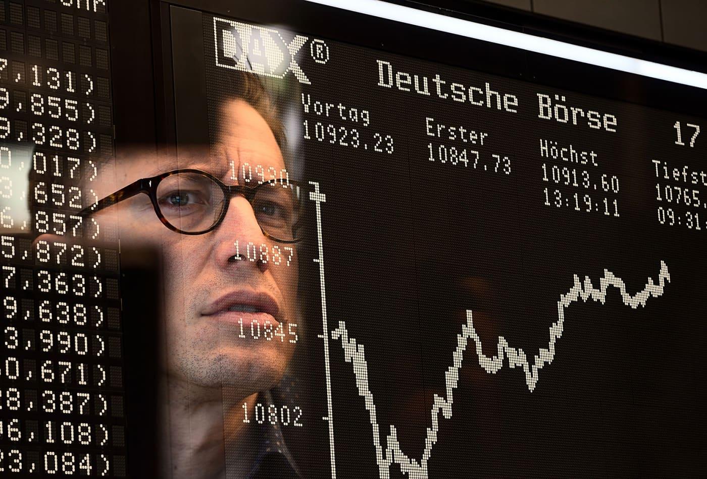 Europe stocks close lower as Apple warns of coronavirus revenue hit