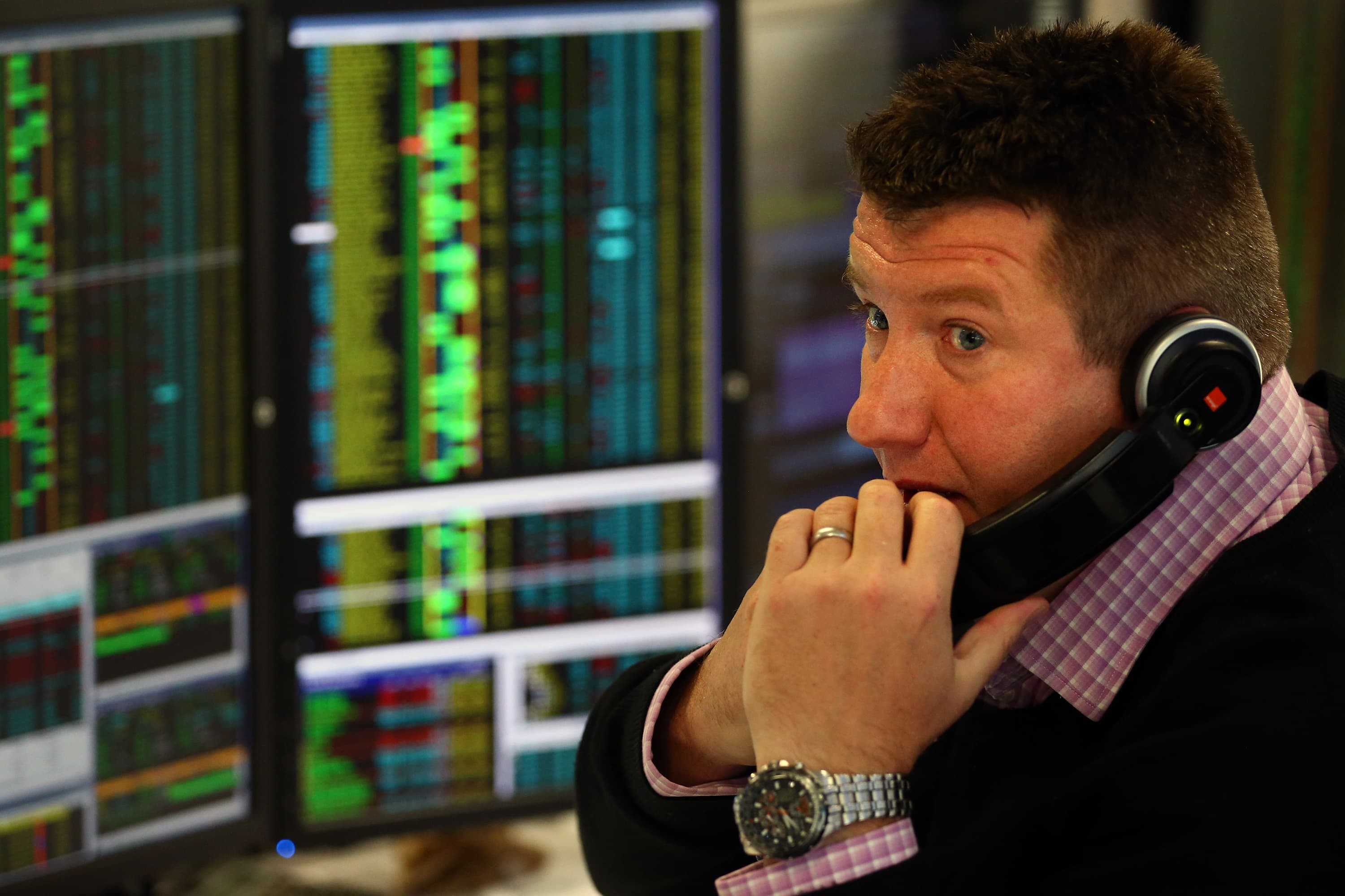 European stocks open slightly lower in holiday-thinned trade