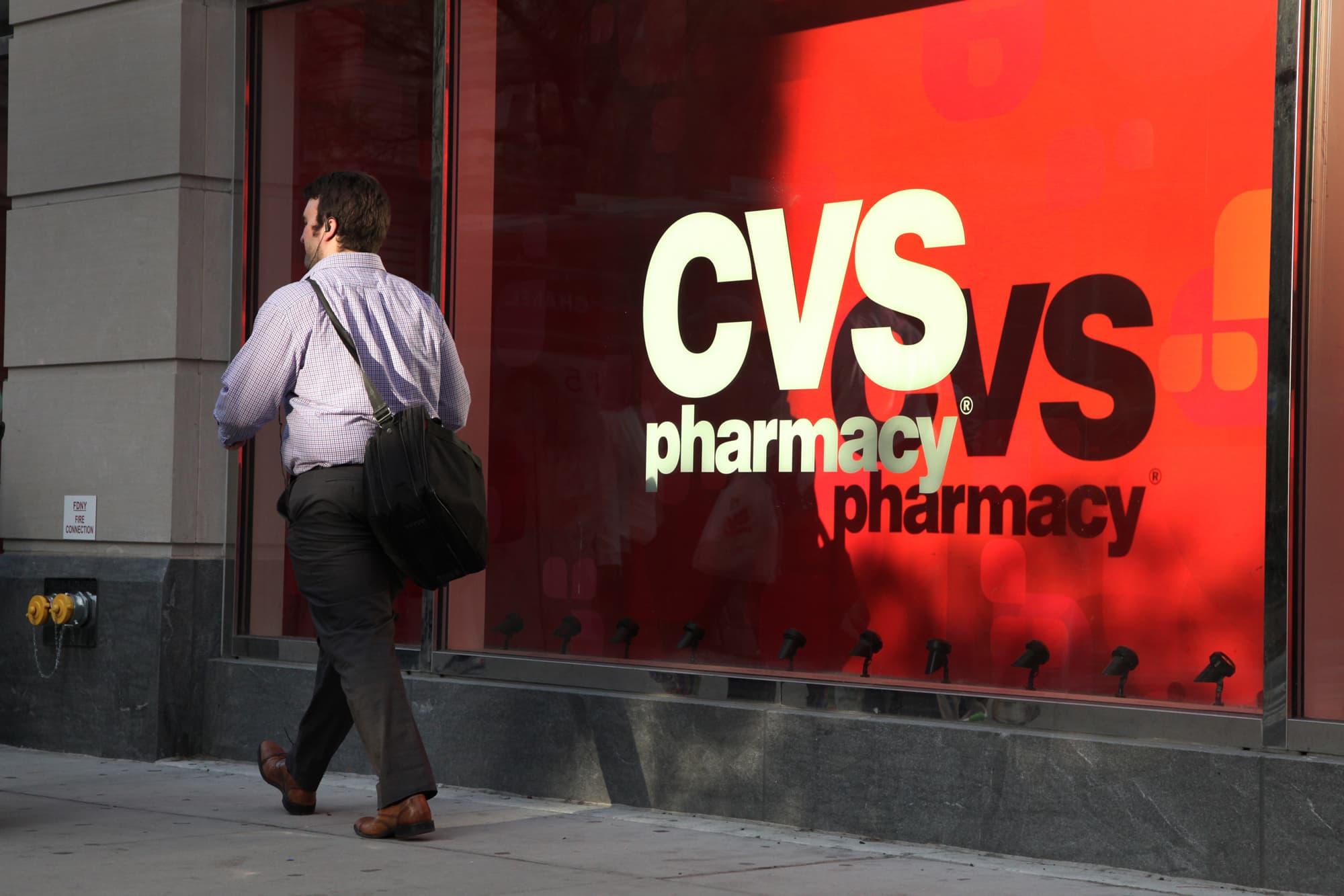 CVS, Aetna shareholders approve drugstore's acquisition of