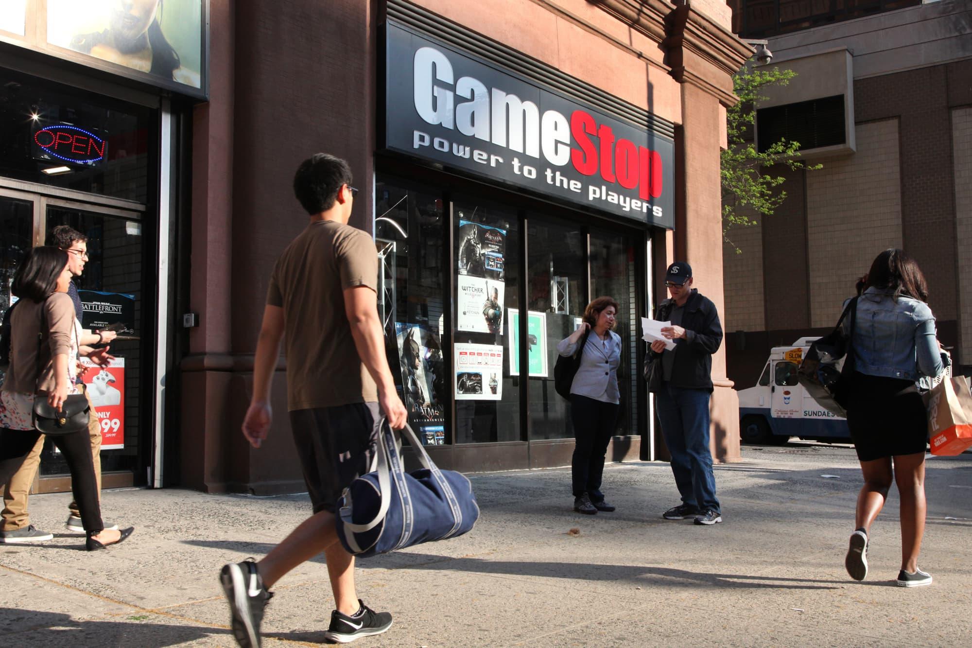 GameStop names former Amazon execs Matt Furlong, Mike Recupero as its new CEO, CFO thumbnail