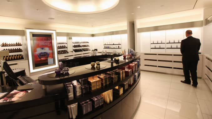 Avon to sell 80 pct of North America unit to Cerberus Capital