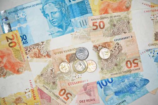 Analyst gives his picks for favorite emerging market bonds thumbnail