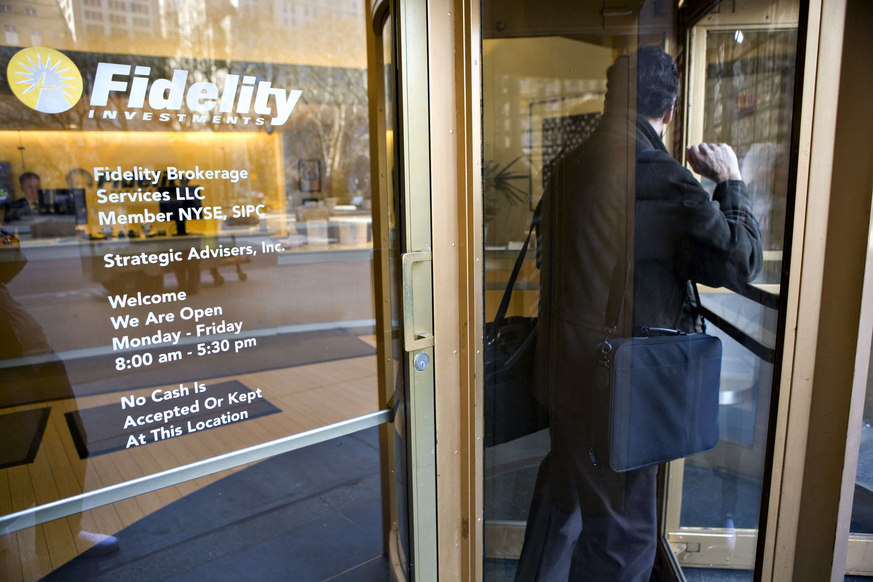 Retirement savers moving some money out of stocks, says Fidelity's personal investing president