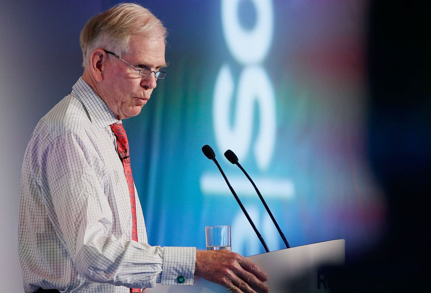 Jeremy Grantham warns eventually only the rich will procreate as chemicals leave the poor sterile