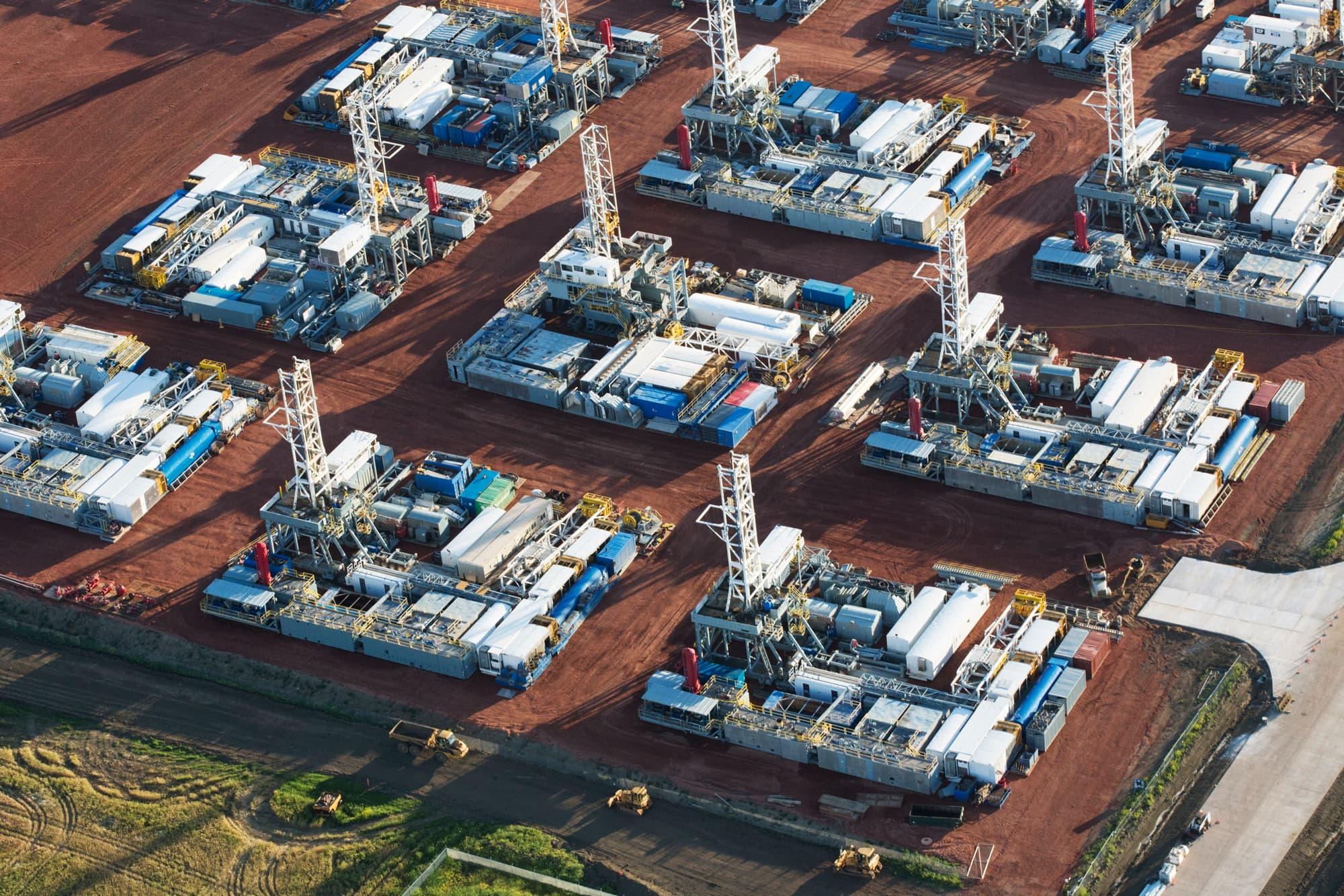 Oil falls 1.5% after US fuel inventories build