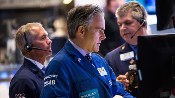 BuffettcutApple,Baron trimmed Tesla:Billionaire marketlessons on tech and growth stock selling