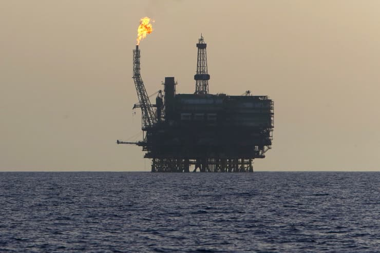 Reusable: Offshore oil drill Libya 150803