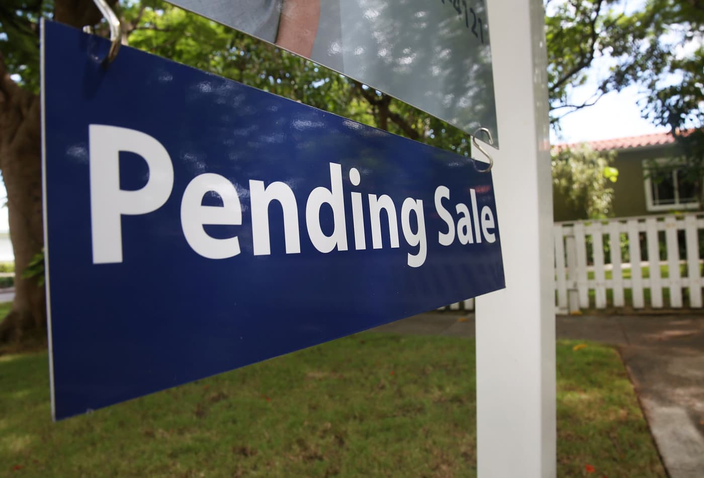 Pending home sales fall 1.7% in October, as housing shortage worsens