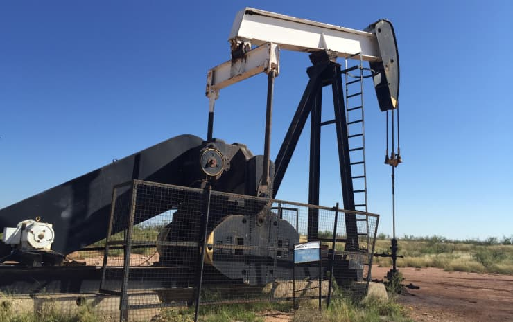 Reusable CNBC: Oil derrick pump jack Midland Texas west Texas 150825-001
