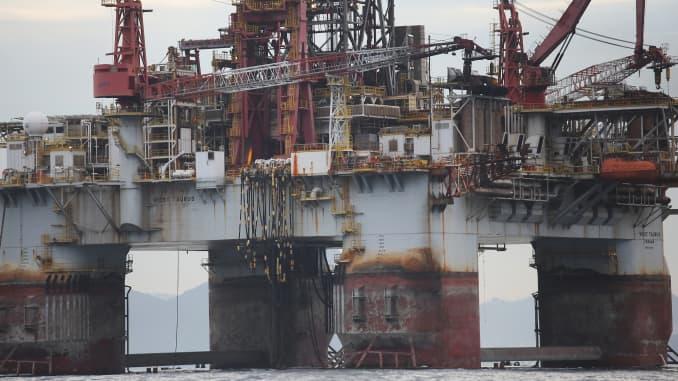 Reusable: Oil rig Rio de Janeiro Petrobras 150703