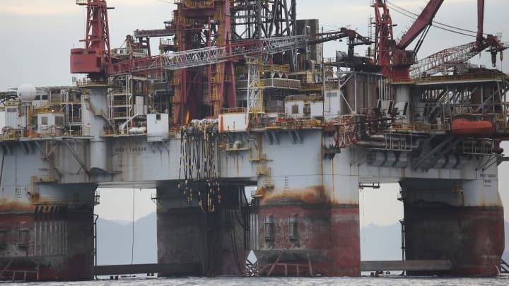 Oil prices rise amid bigger-than-expected fall in US stockpiles