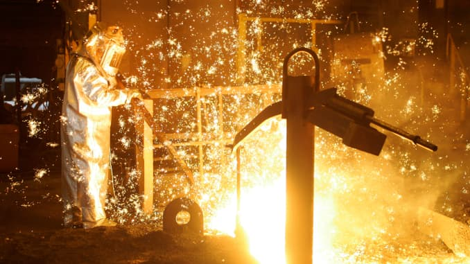 US Steel to idle three blast furnaces, hurt by lower prices