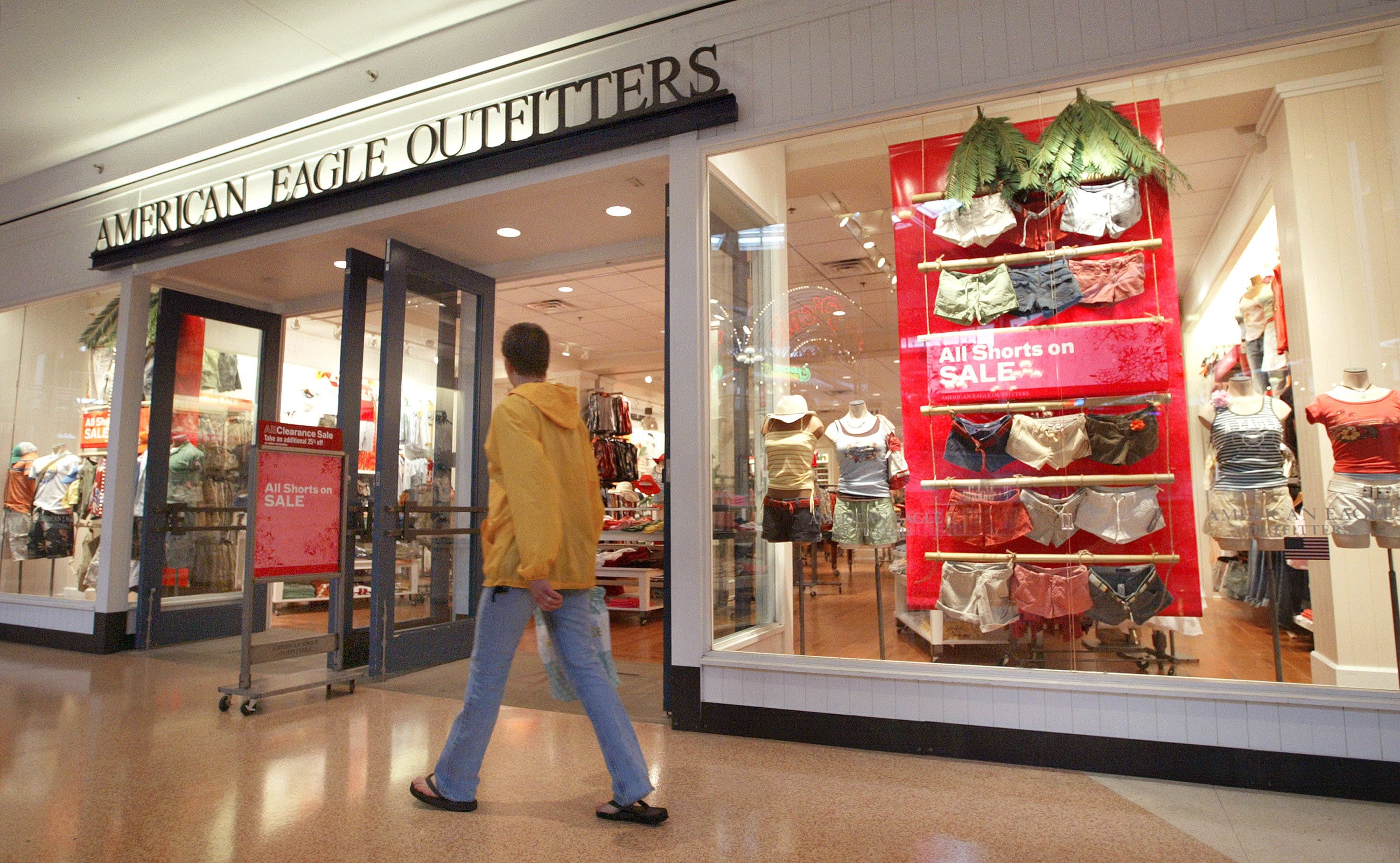 American Eagle stock plummets after delayed back-to-school season led to disappointing same-store sales growth