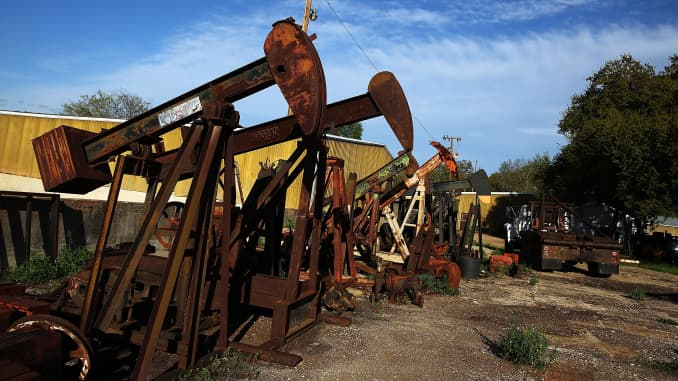 Oil prices sink as US crude and gasoline stockpiles rise