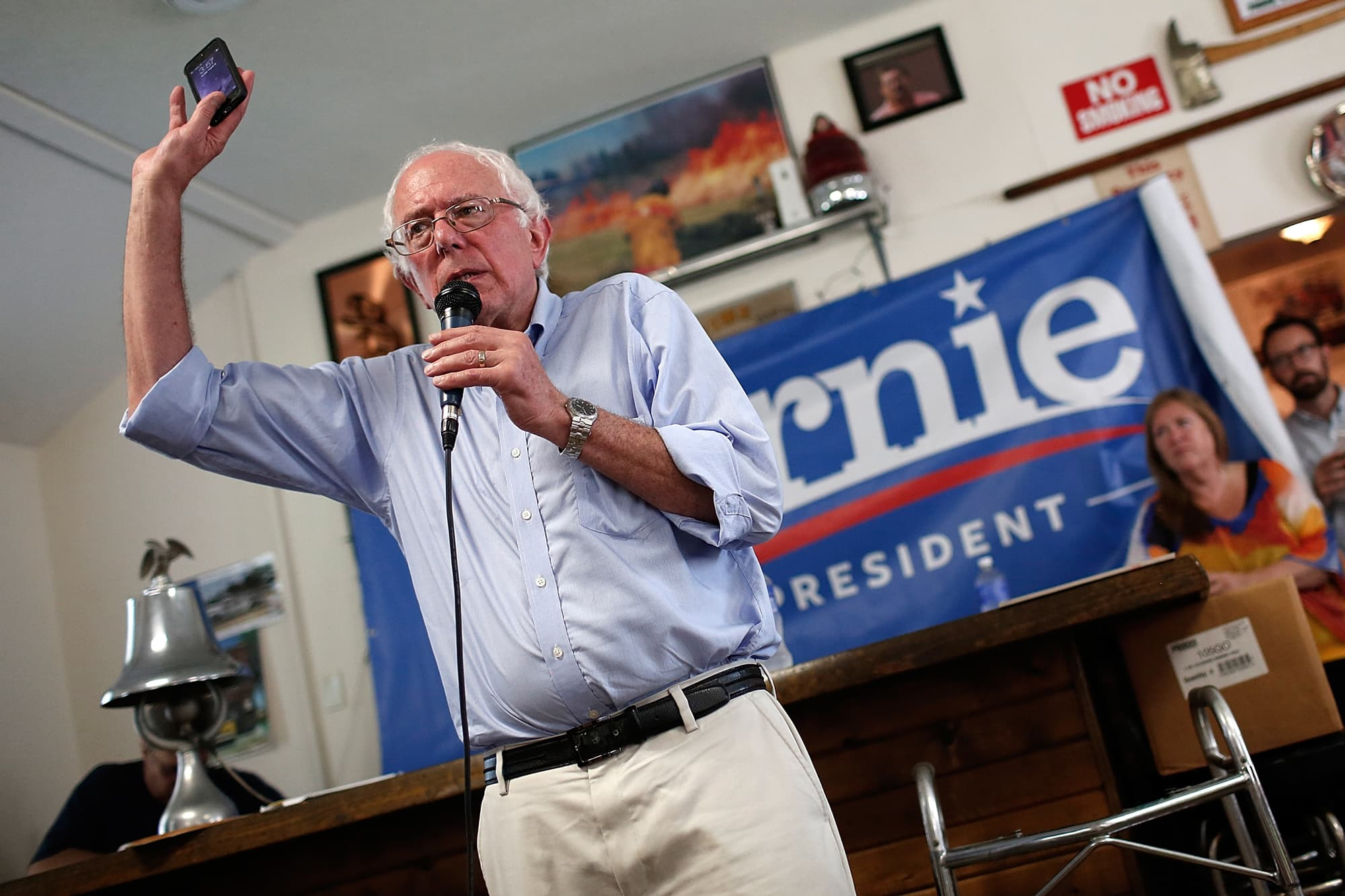 Bernie Sanders doesn't have any apps on his phone