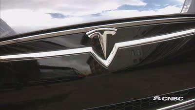 Tesla rolls out autopilot technology