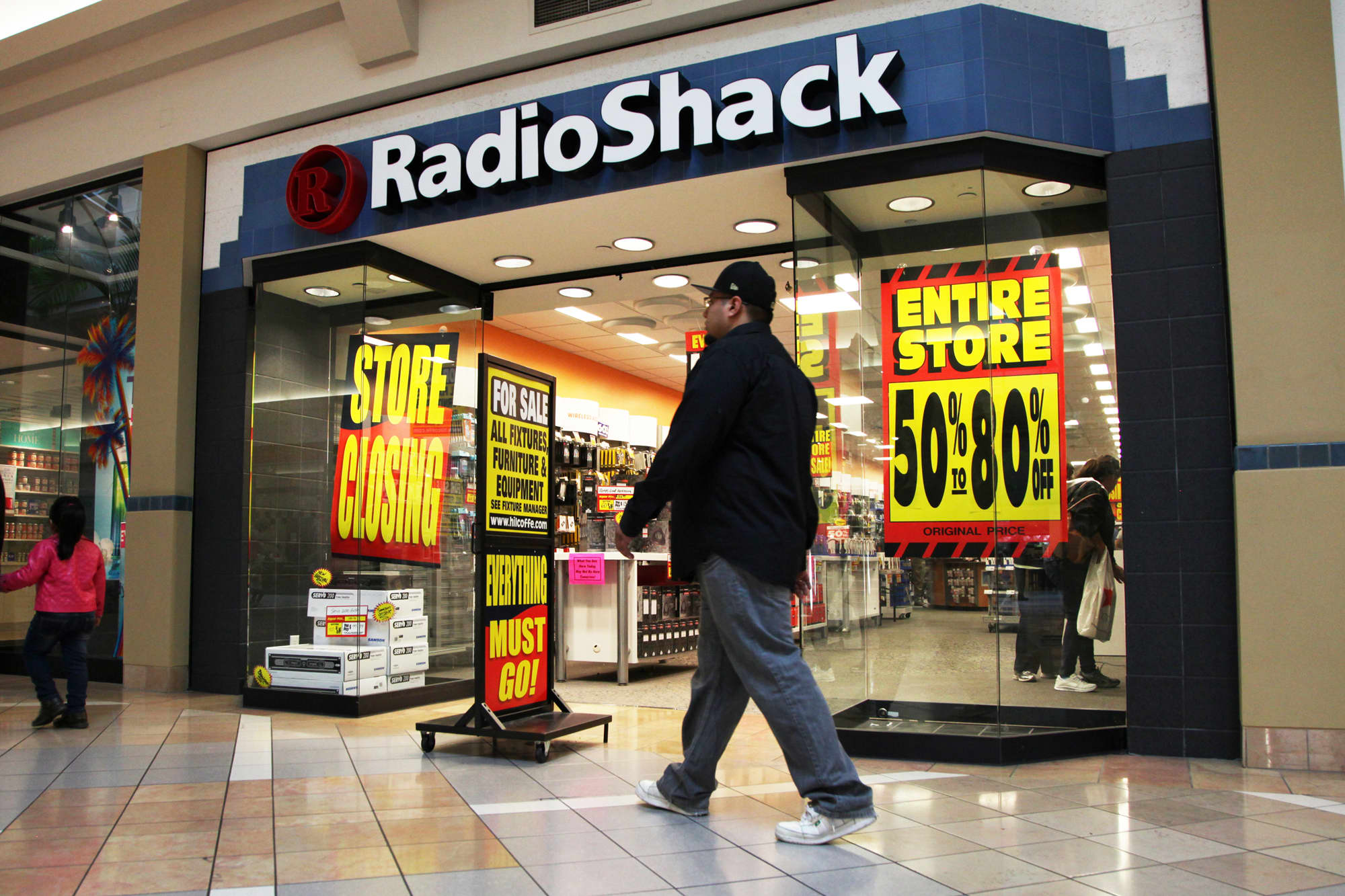 RadioShack makes a comeback to sell electronics in HobbyTown stores
