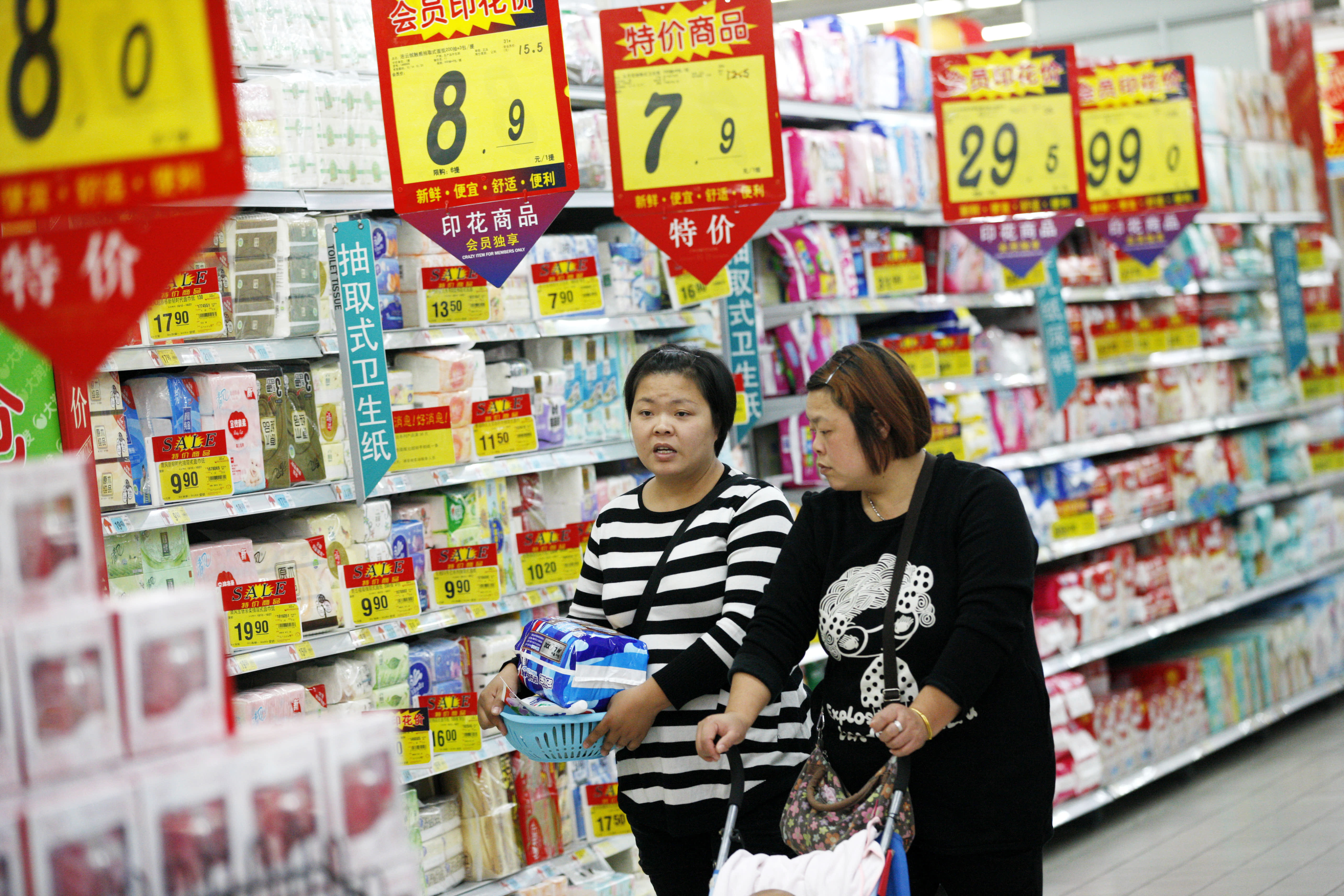 China's retail sales growth slumps to 16-year low as trade war risks rise thumbnail